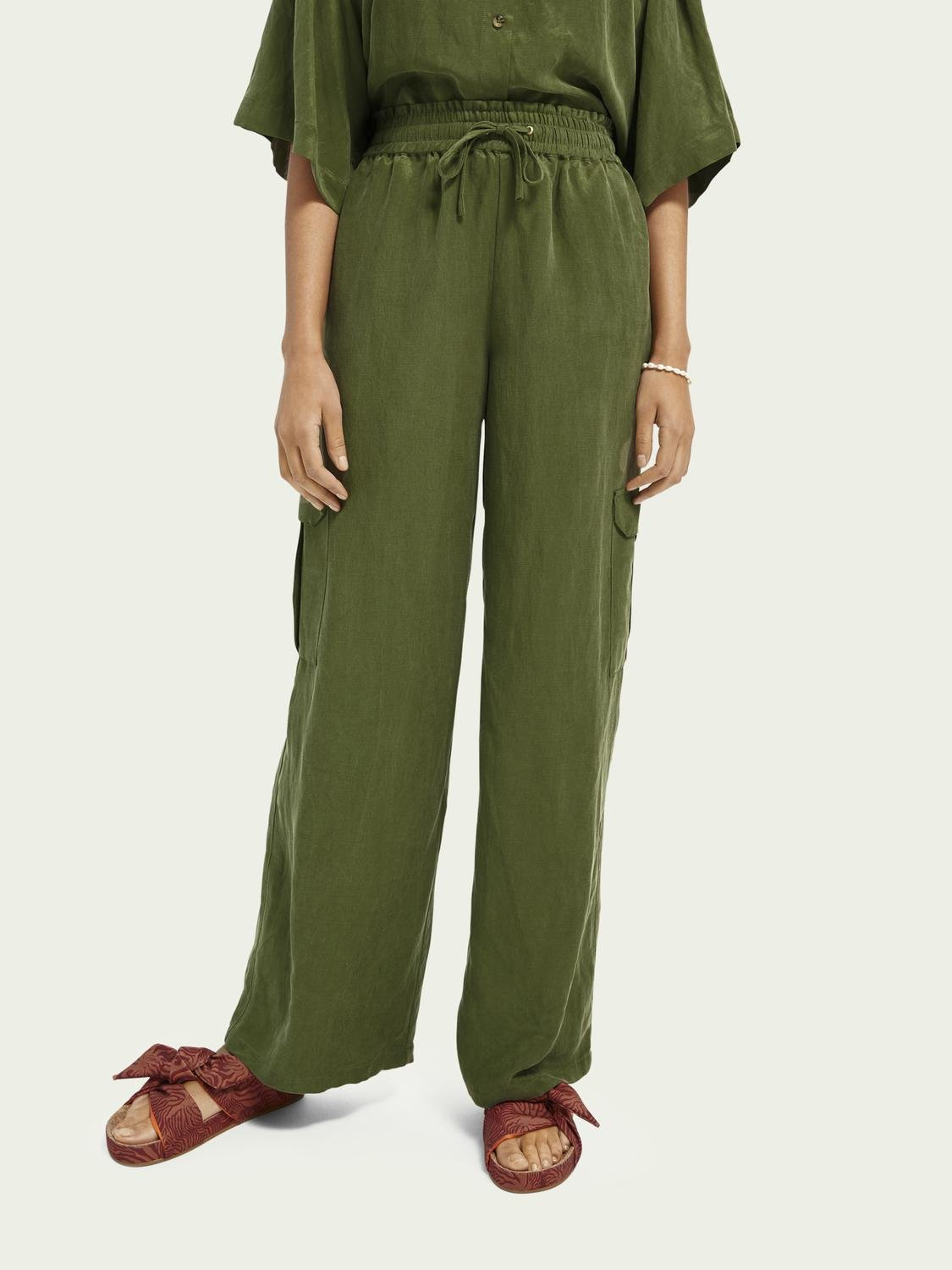 Wide-leg mid-rise cargo trousers
