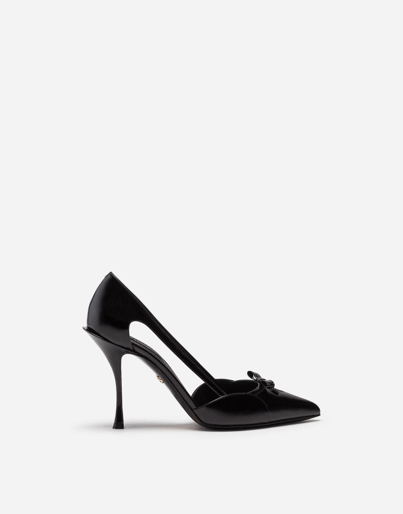 Polished calfskin pumps with bow