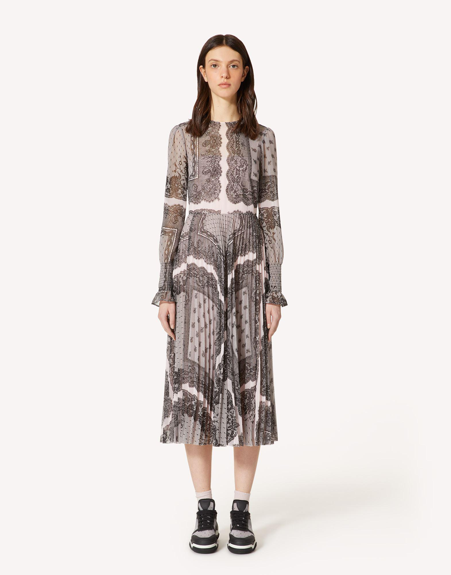 PLEATED DRESS WITH DENTELLE CARRÉ PRINT