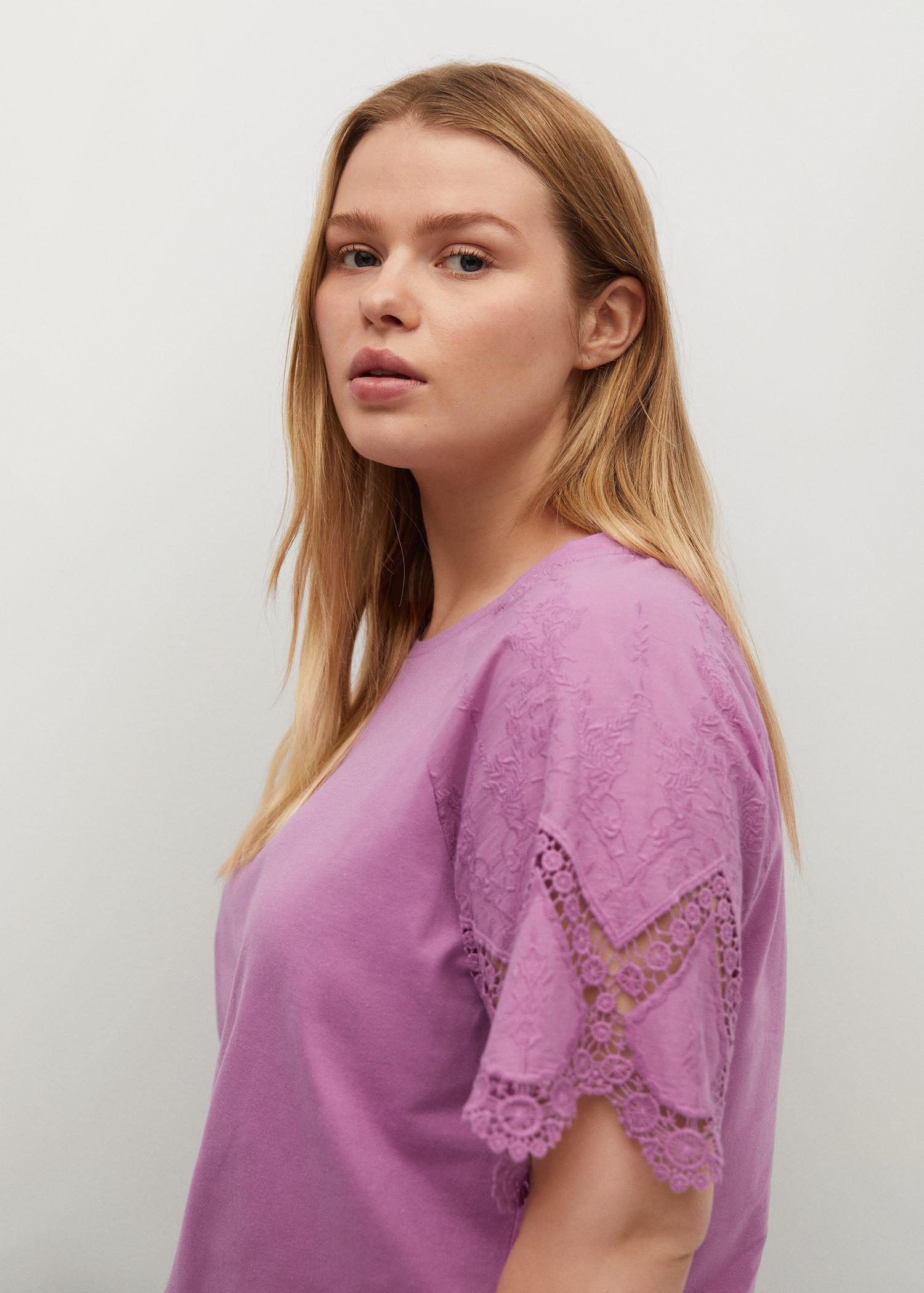 Embroidered sleeve T-shirt 3
