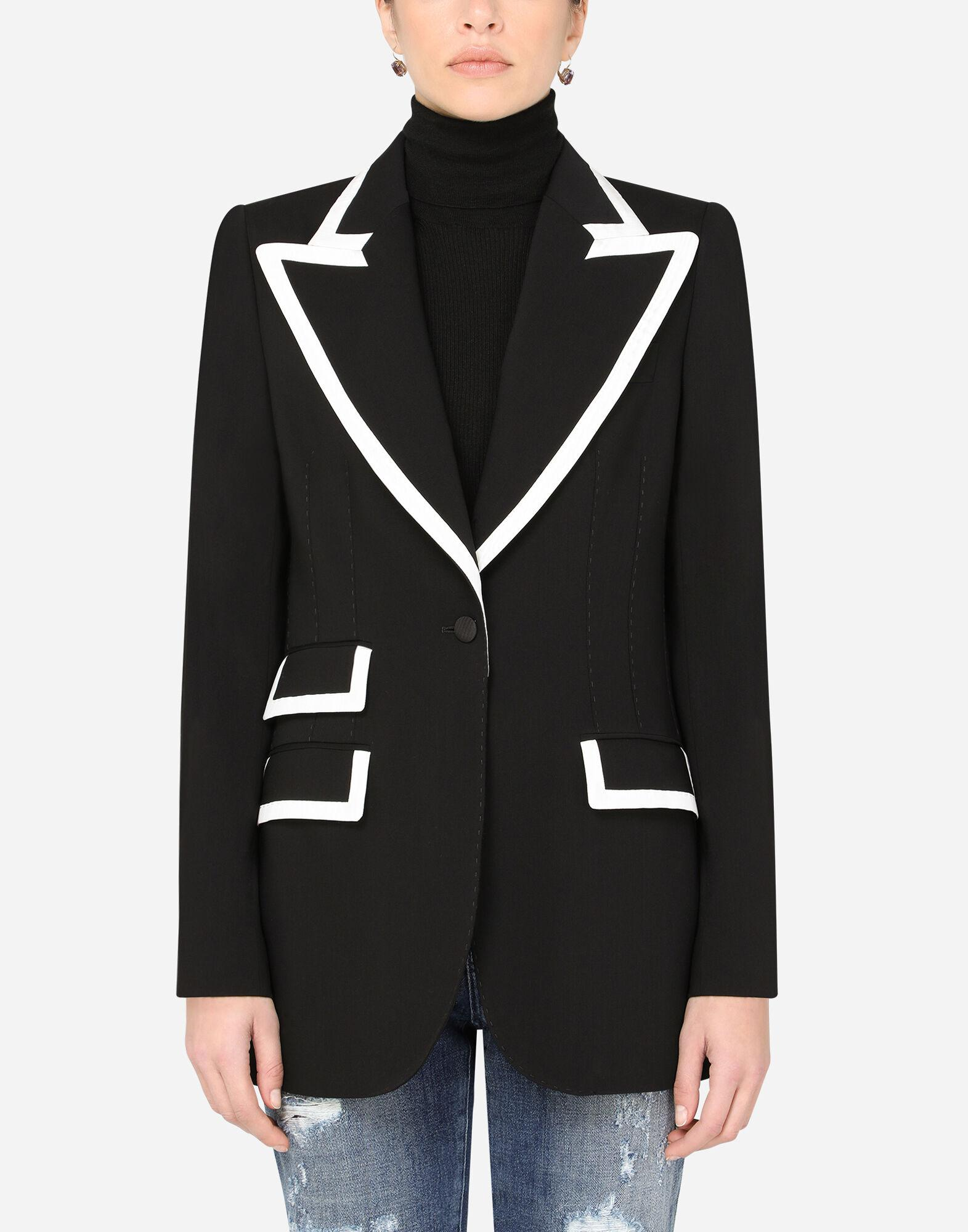 Woolen jacket with detailed edge