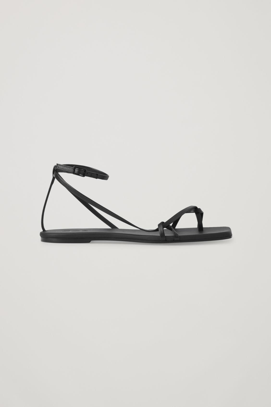 LEATHER STRAP FLAT SANDALS