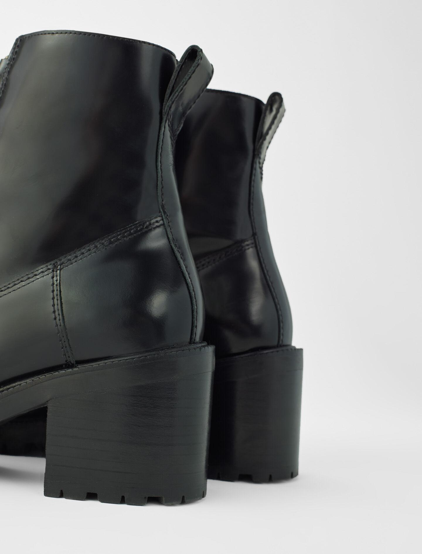 BLACK LEATHER HEELED BOOTS 3