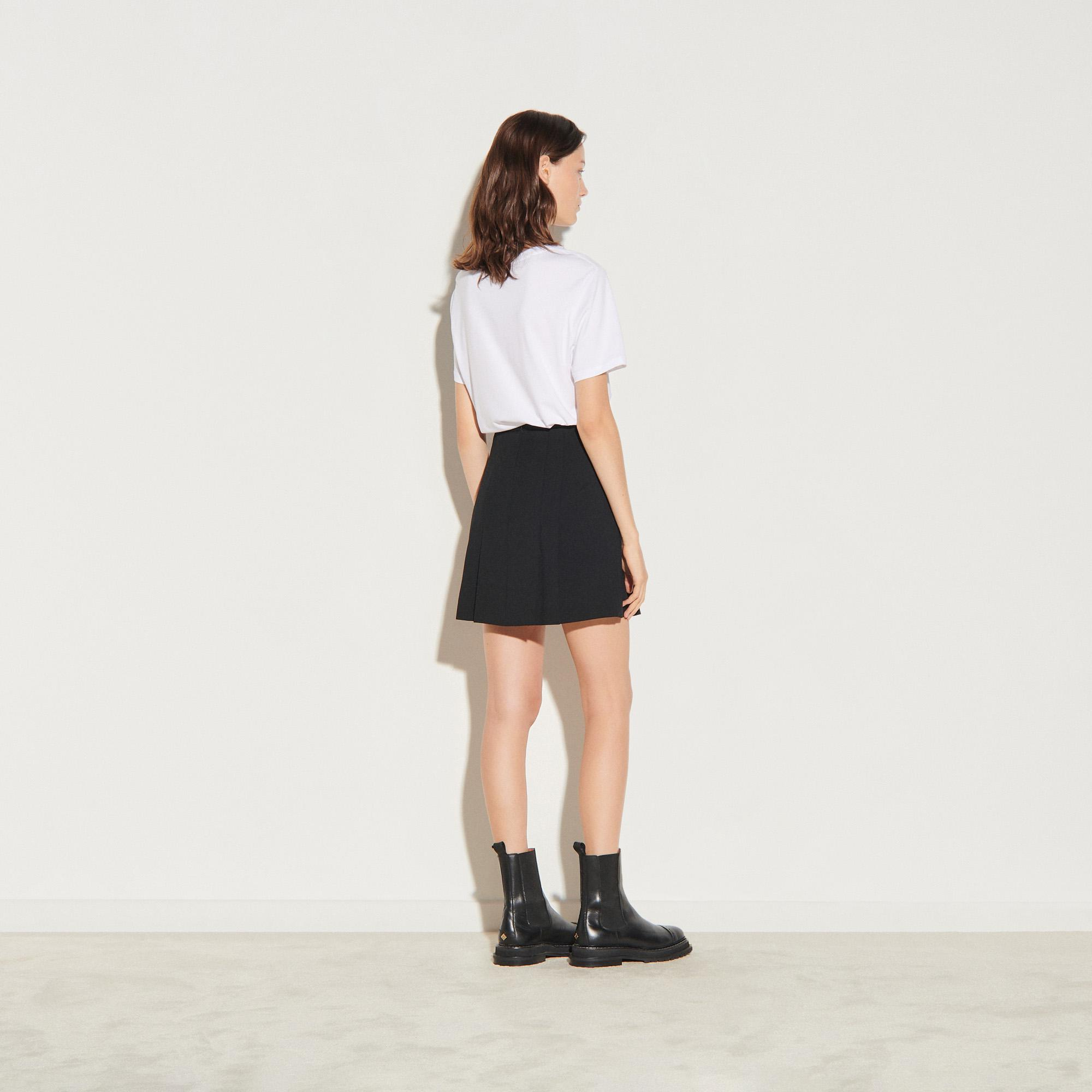Short skirt with stitched pleats 1