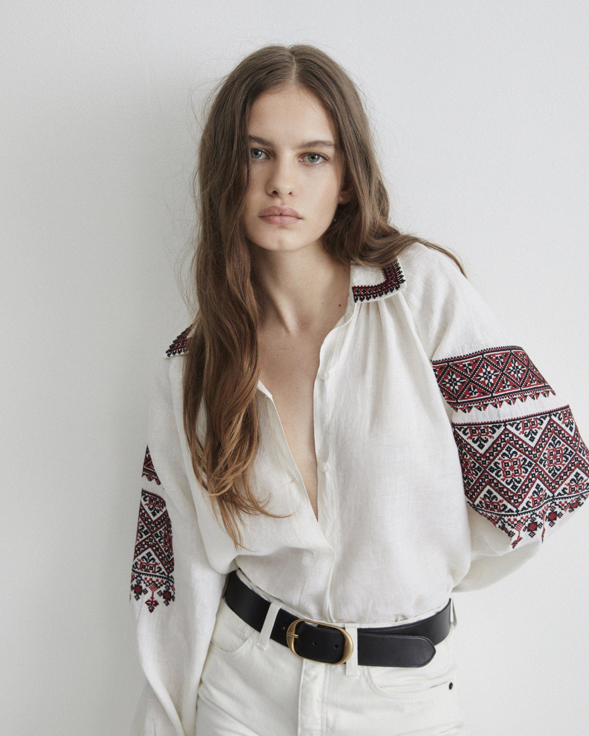 JILL EMBROIDERED TOP