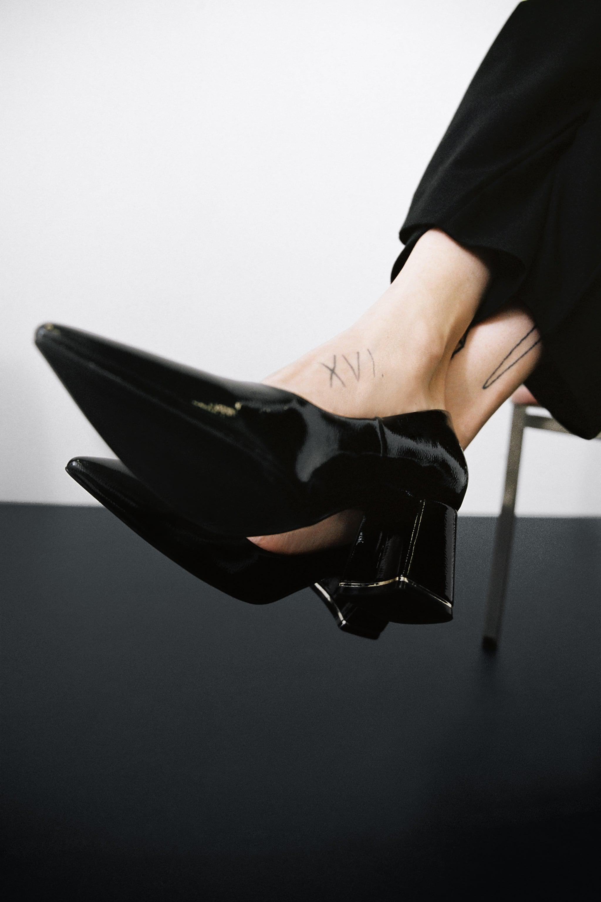 PATENT FINISH WIDE HEEL SHOES