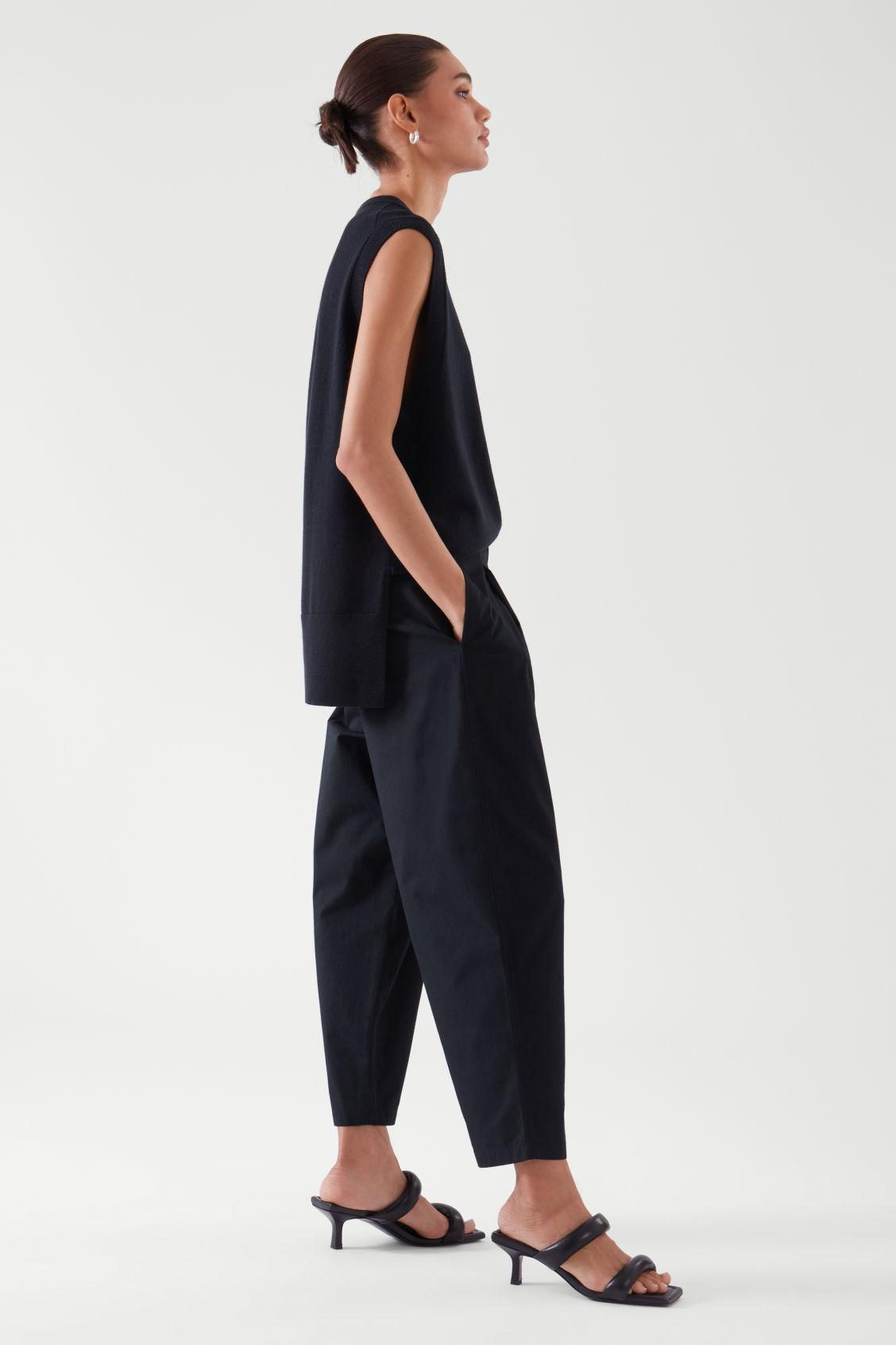 PLEATED TAPERED PANTS 1
