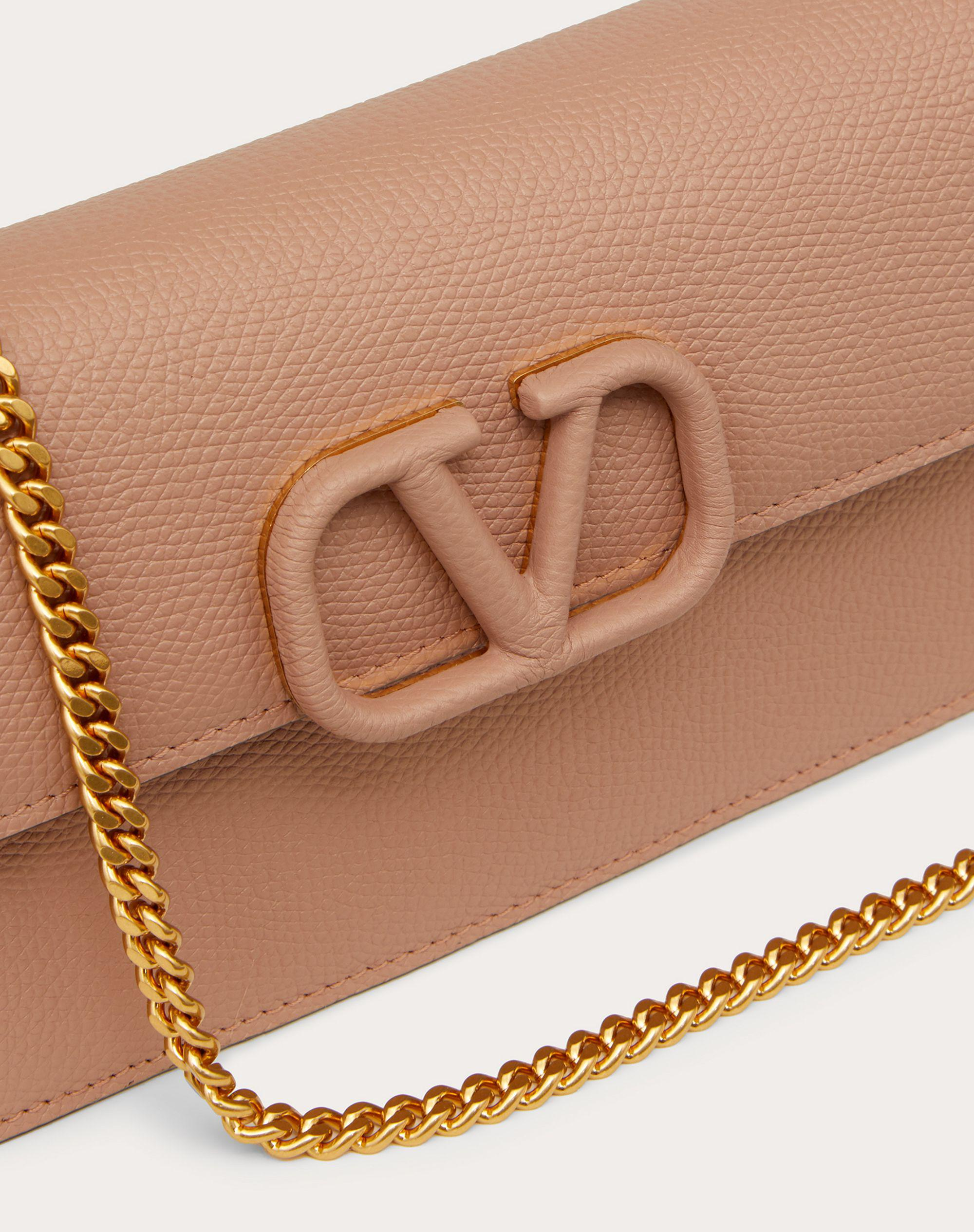 VLOGO SIGNATURE GRAINY CALFSKIN WALLET WITH CHAIN 1