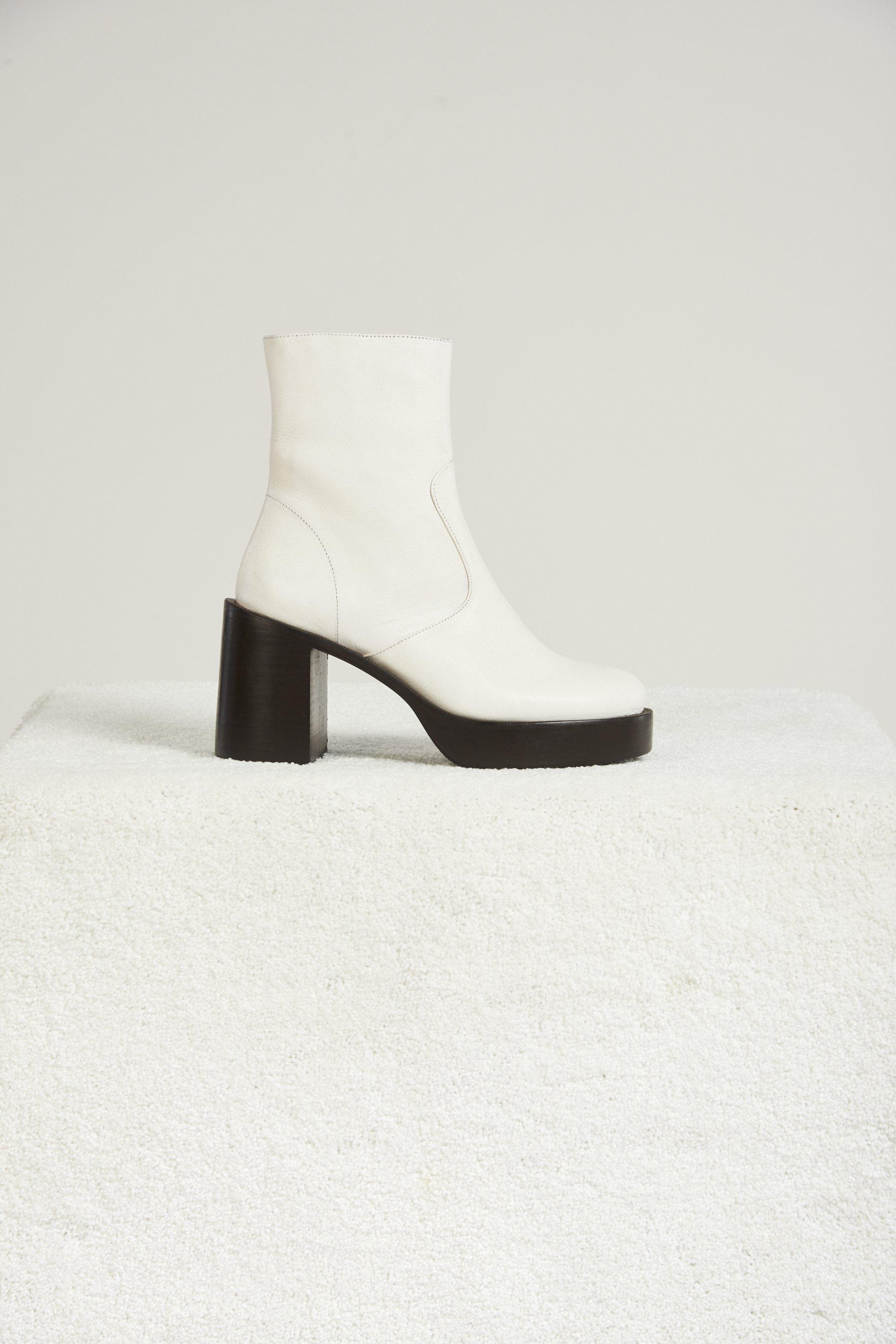 Low Raid Boot in White