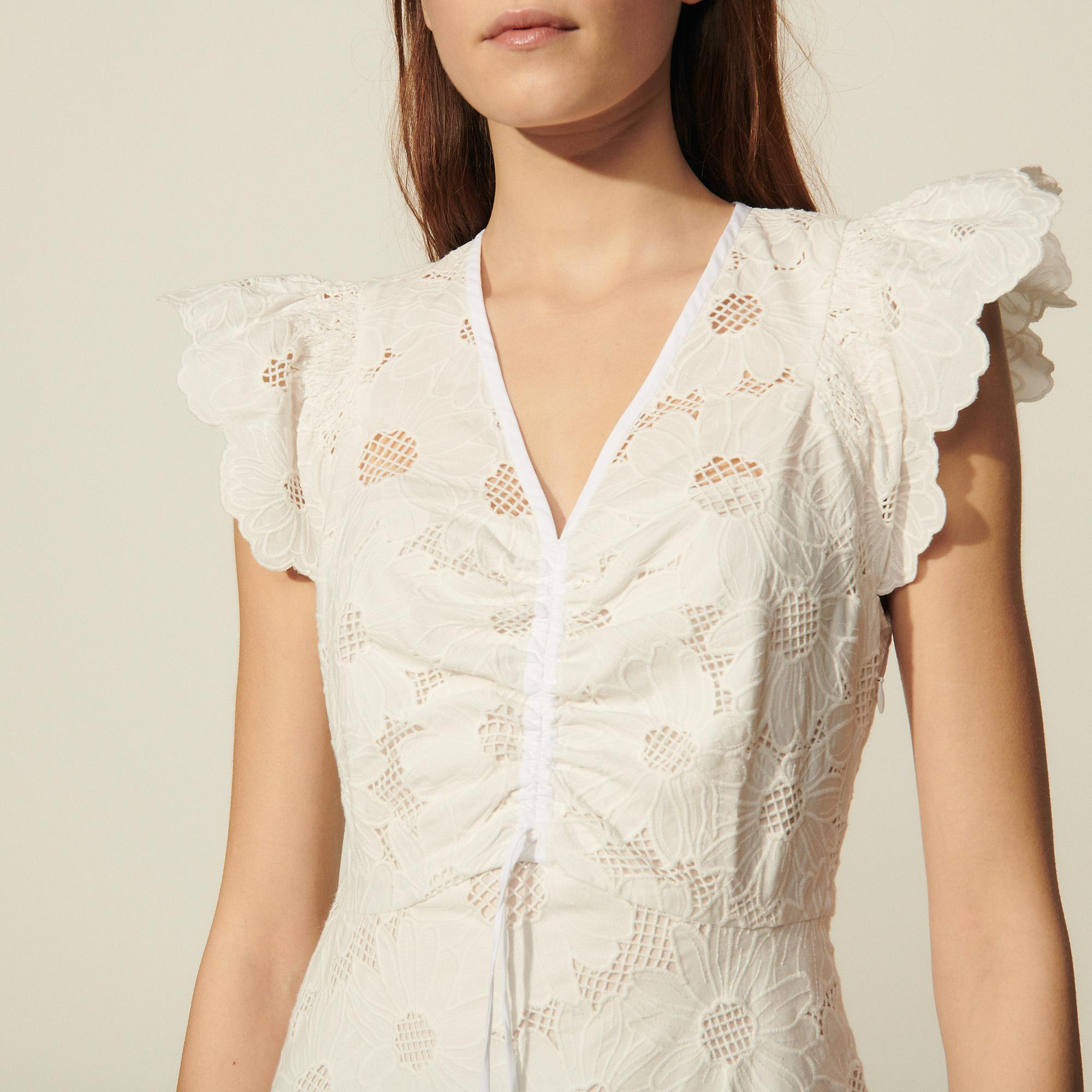 Short lace dress with embroidery 4