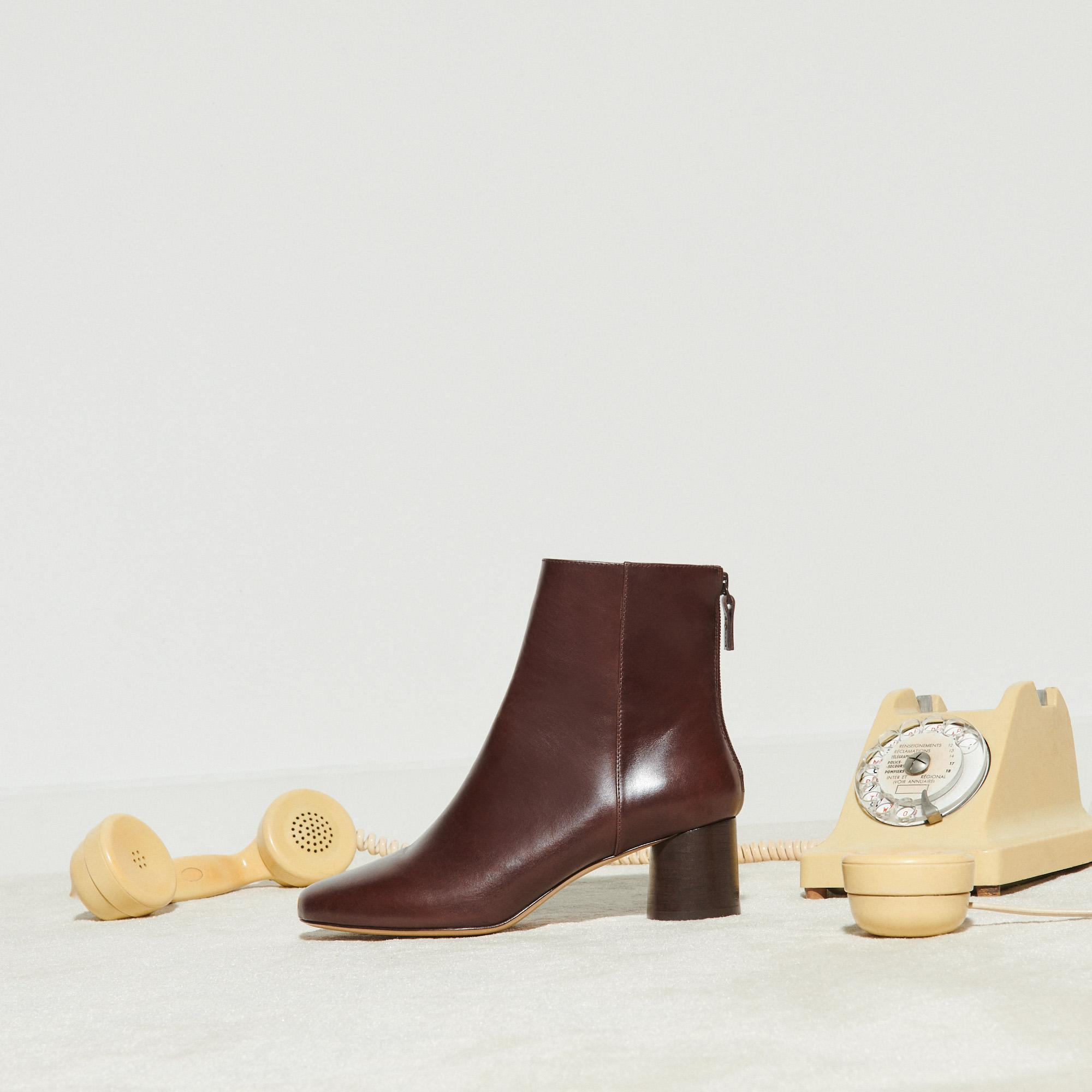 Smooth leather round-heel boots