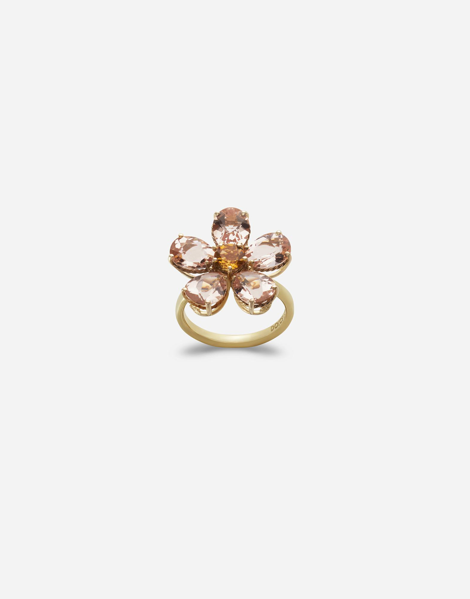 Yellow gold ring with flower