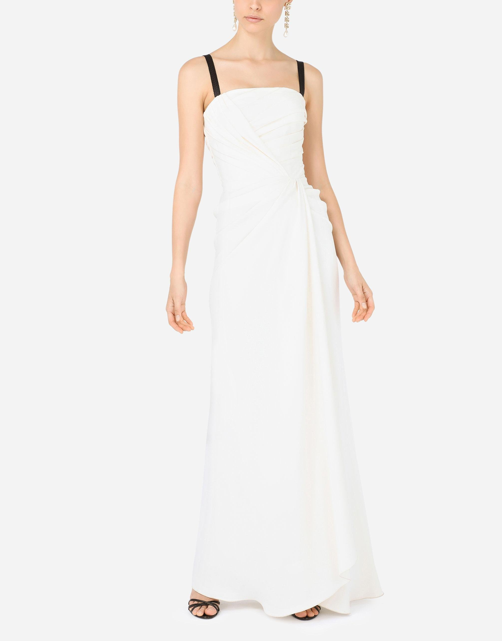 Long sable dress with side slit 4