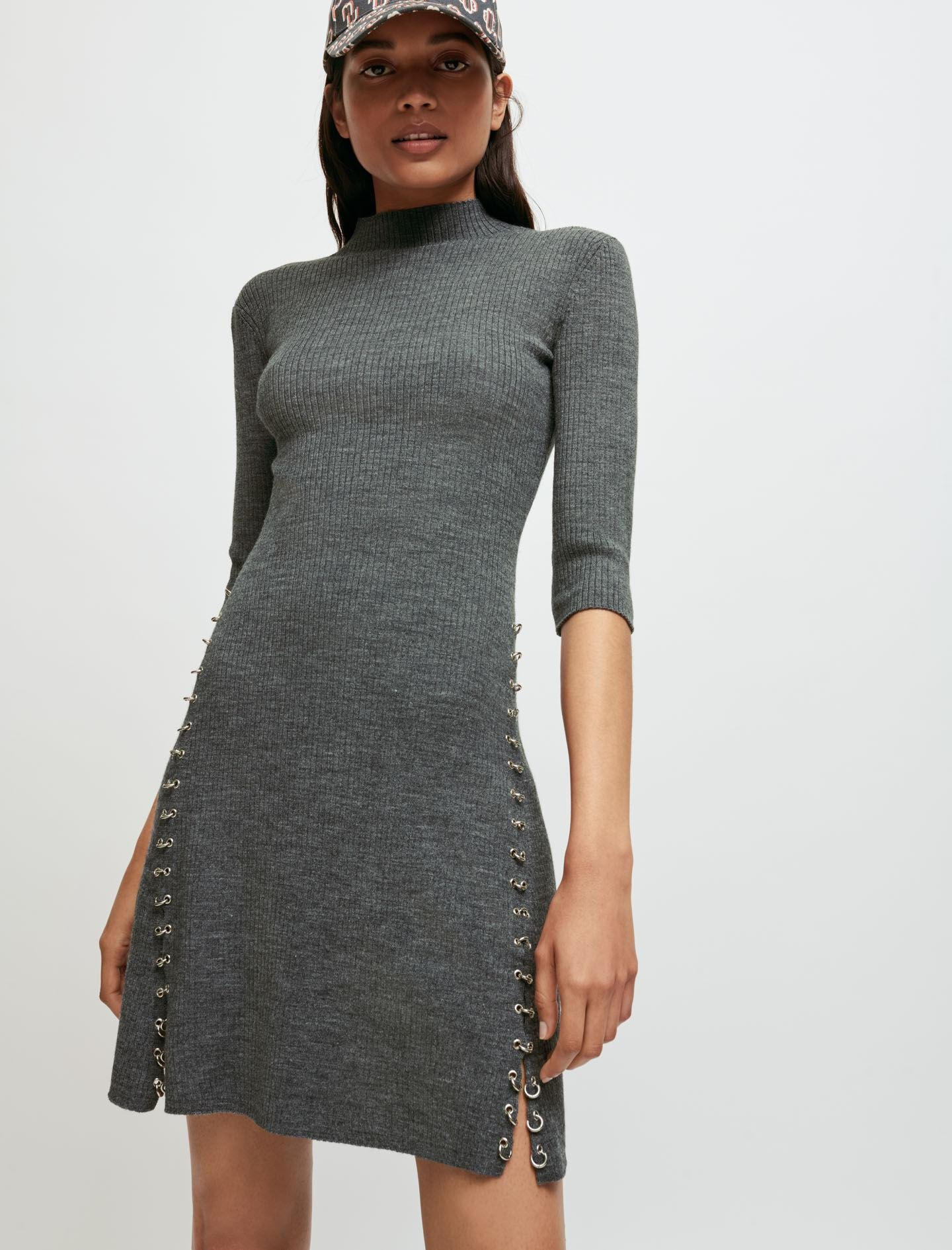 KNITTED DRESS WITH COLLAR AND PIERCINGS