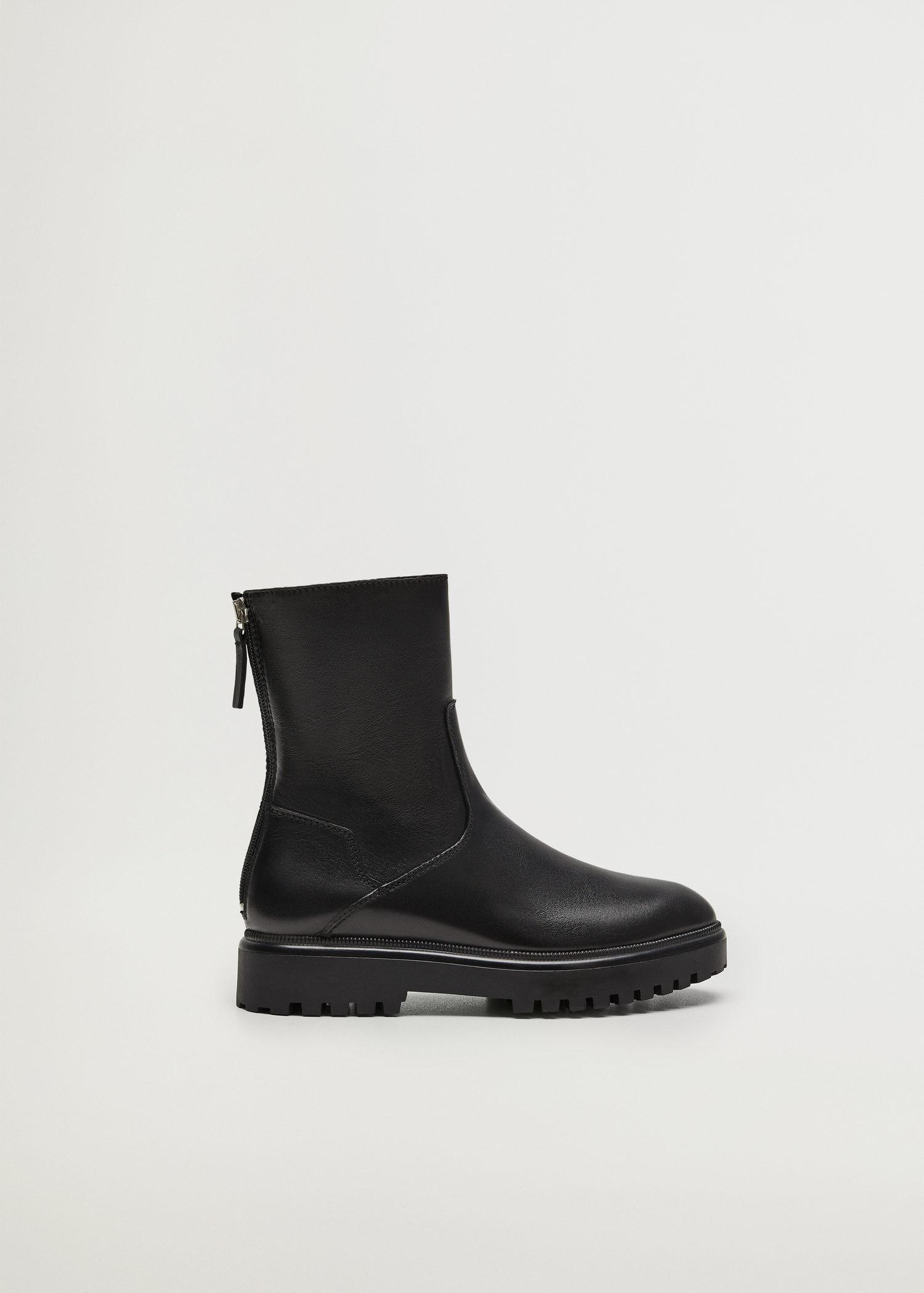 Leather boots with track sole