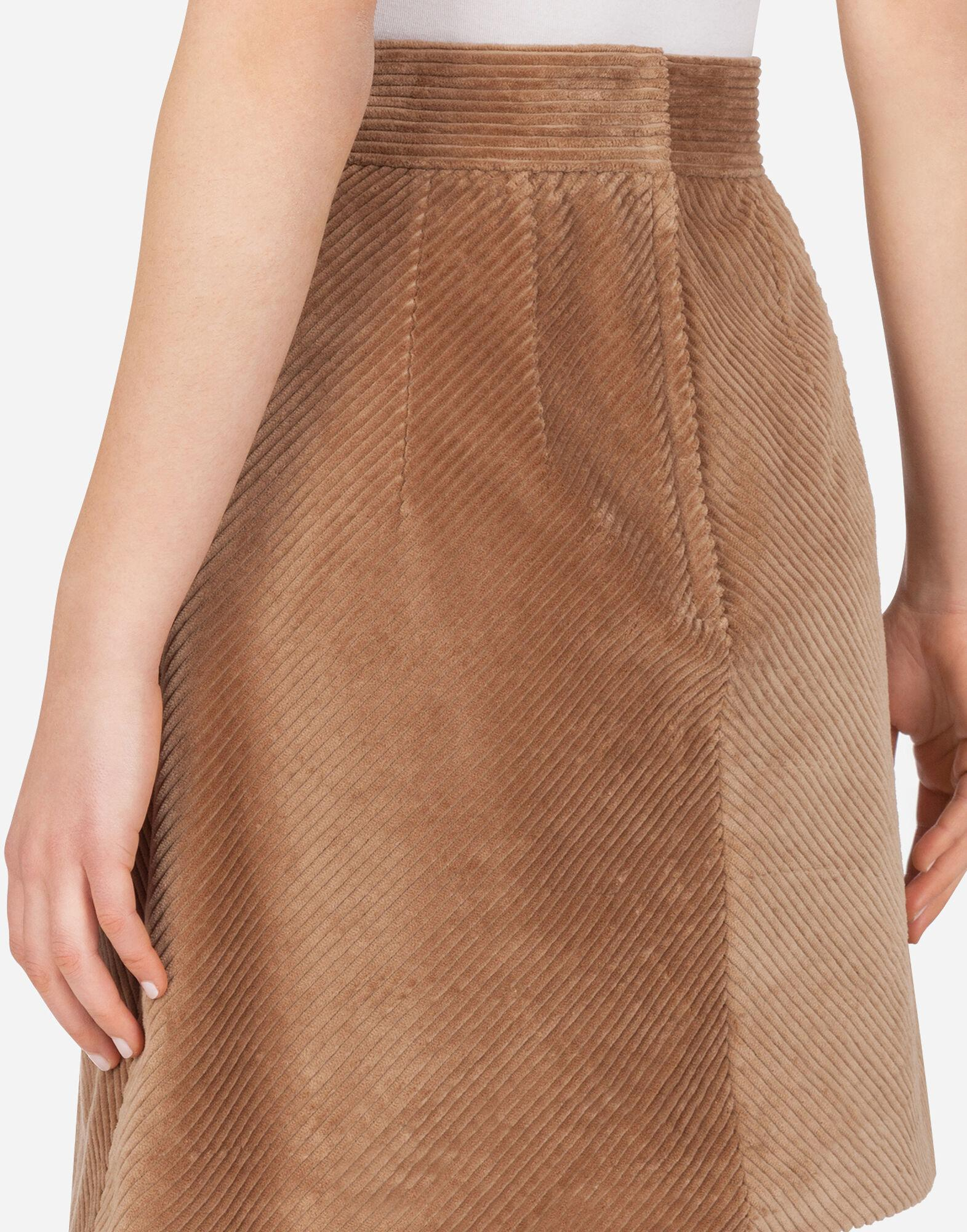 Short skirt in corduroy with kick pleat 5