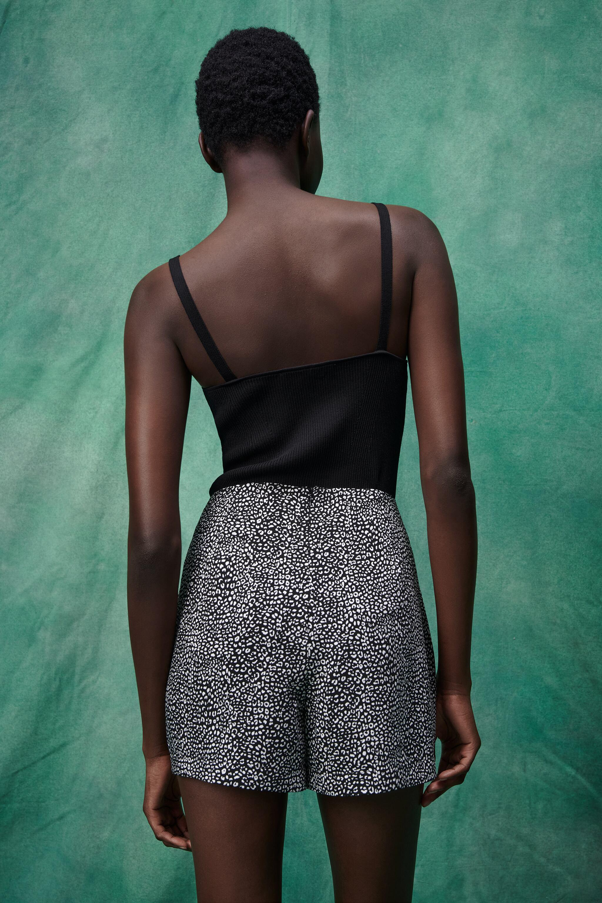 PRINTED SKORT WITH KNOT 4