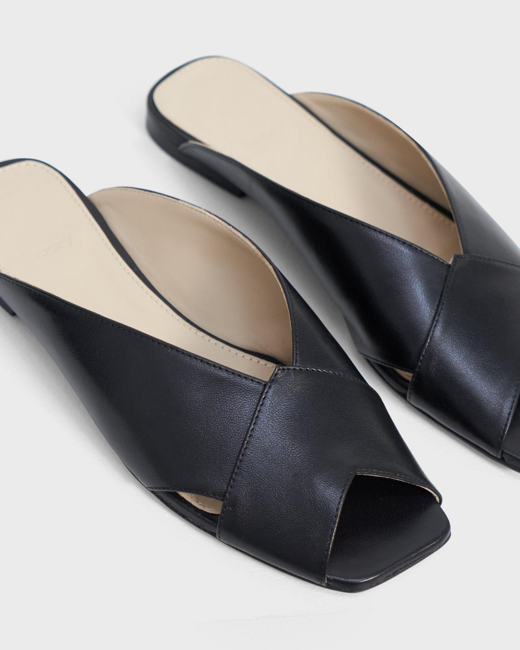 V Flat Mule in Leather