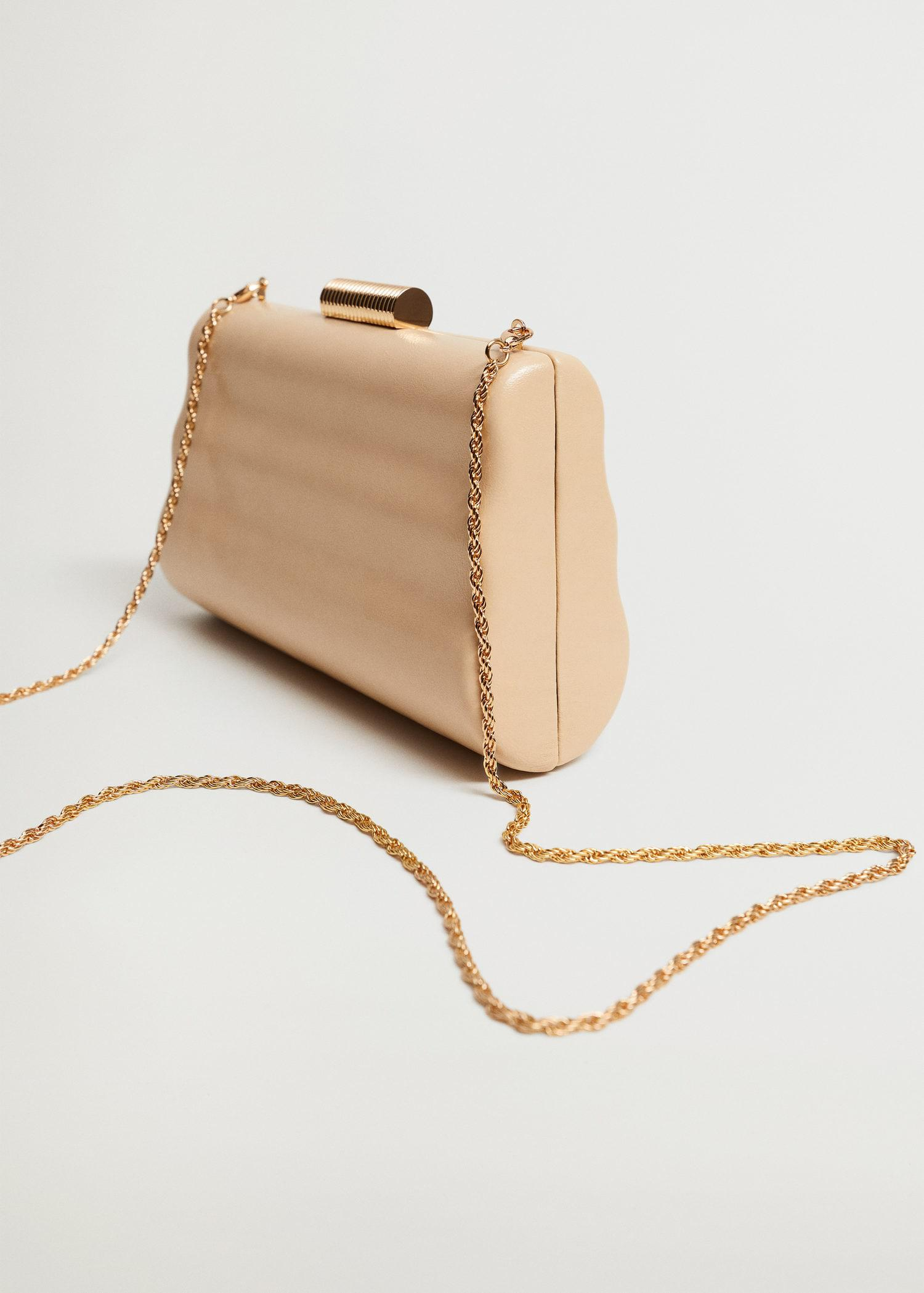 Box clutch with chain 1