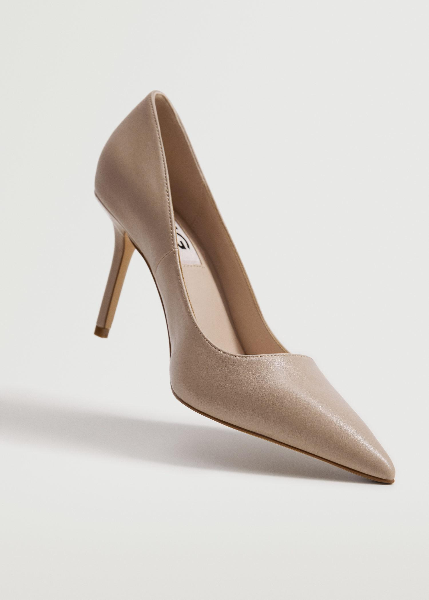 Pointed toe pumps 3