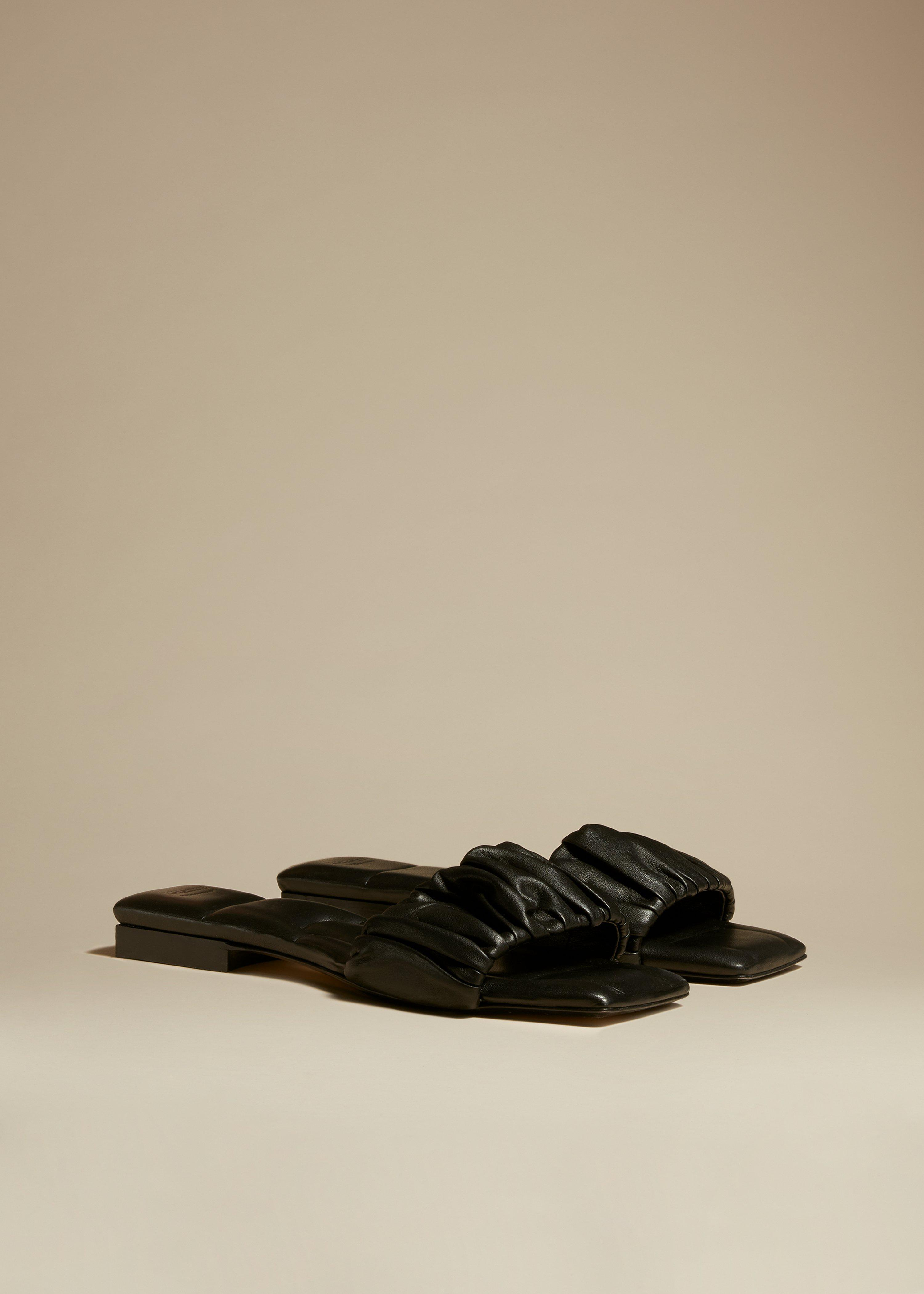 The Crete Flat in Black Leather 1