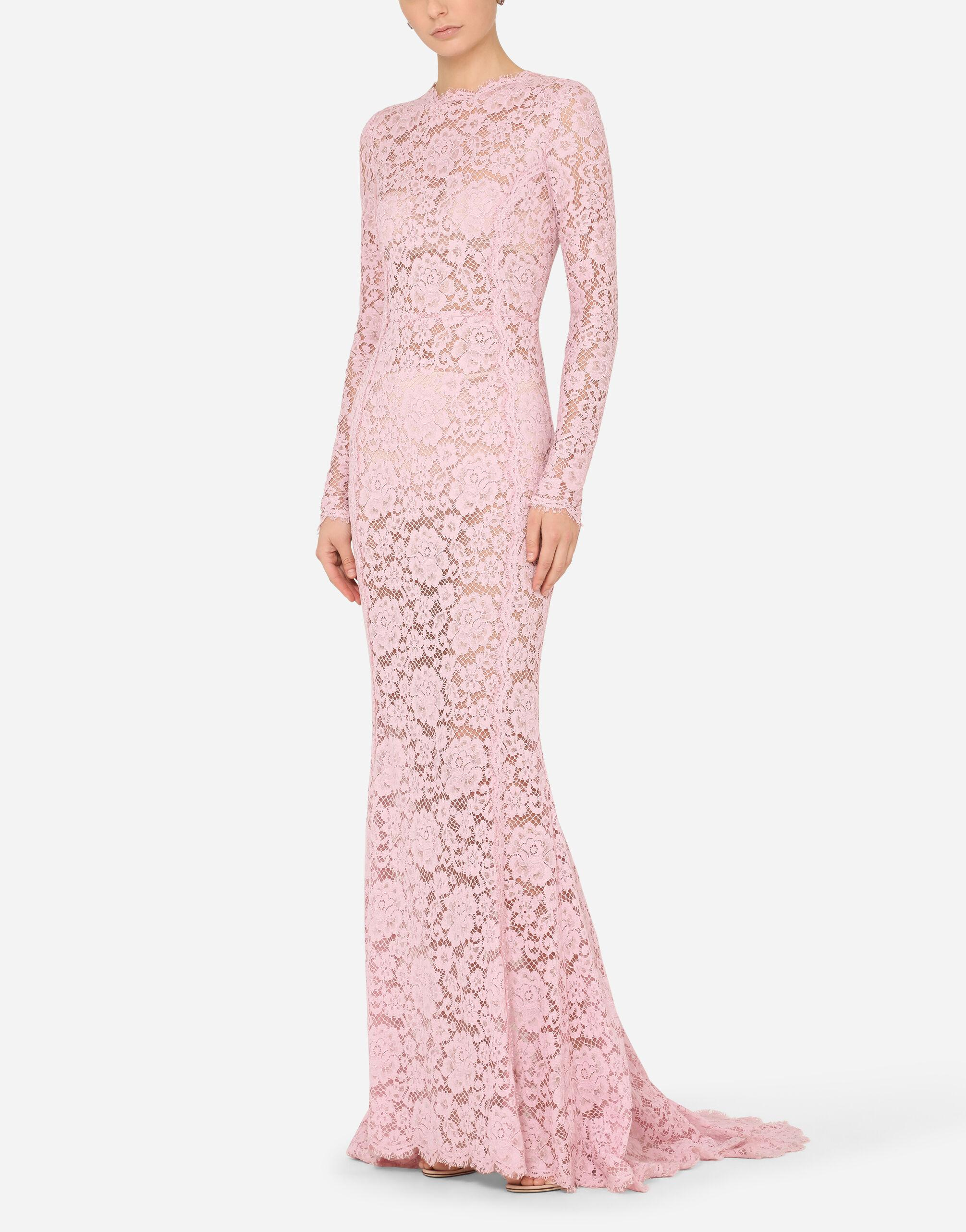 Long lace dress with train 3