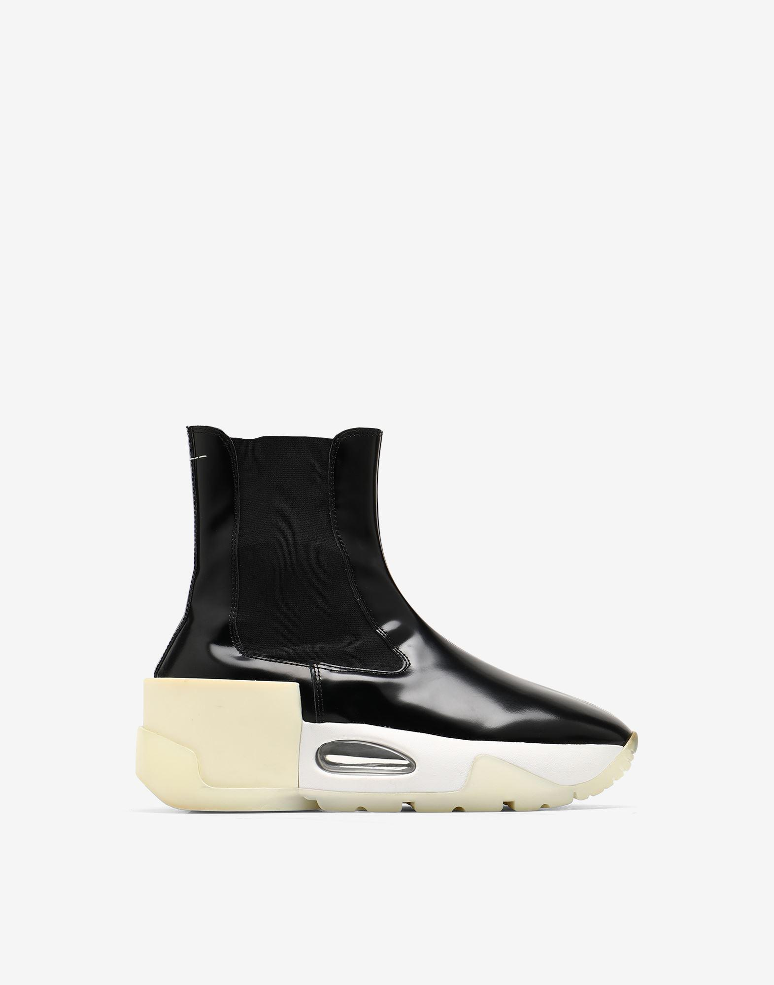 6-cylinder Chelsea boots
