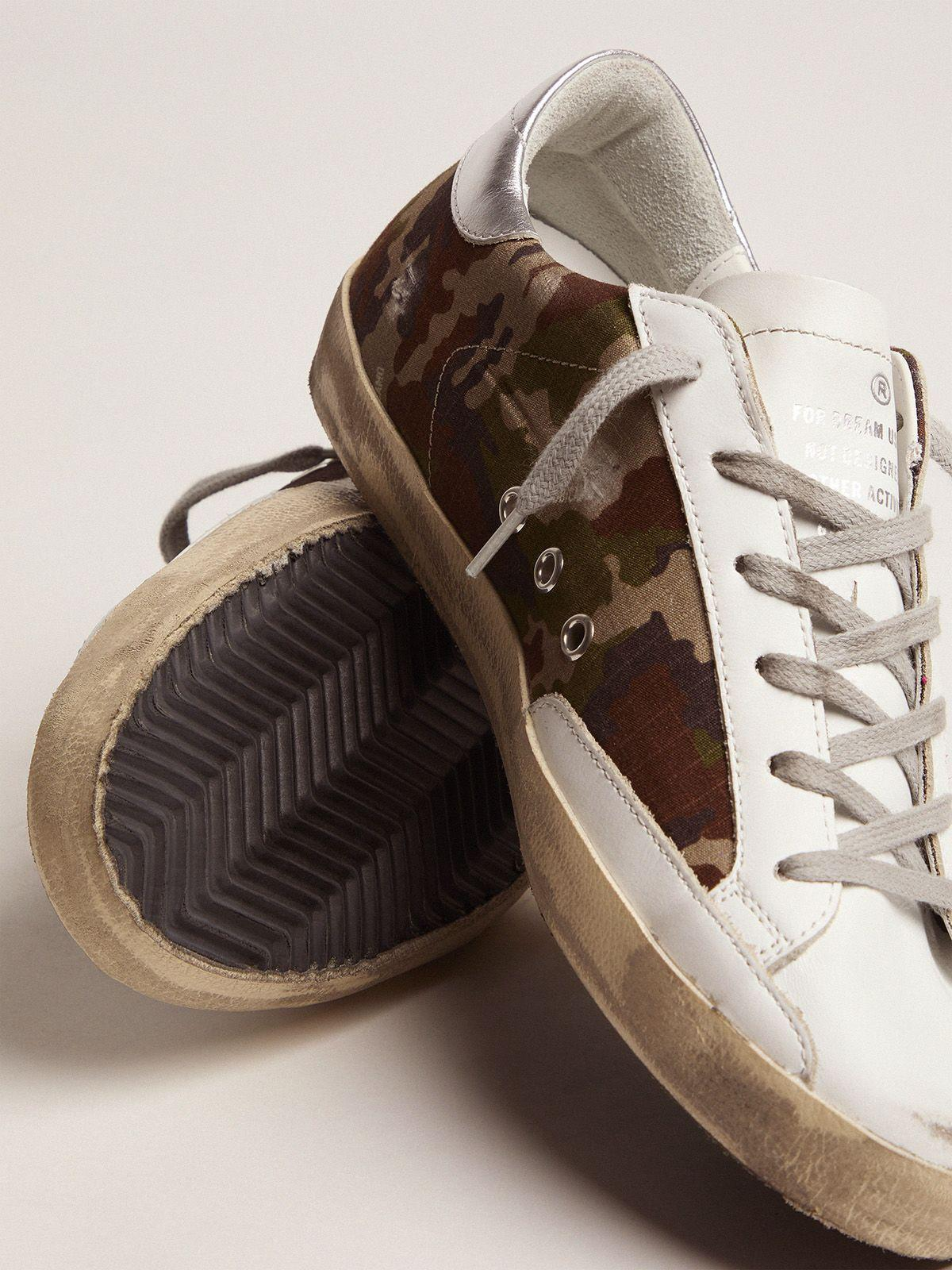 Super-Star sneakers with camouflage pattern and fuchsia star 2