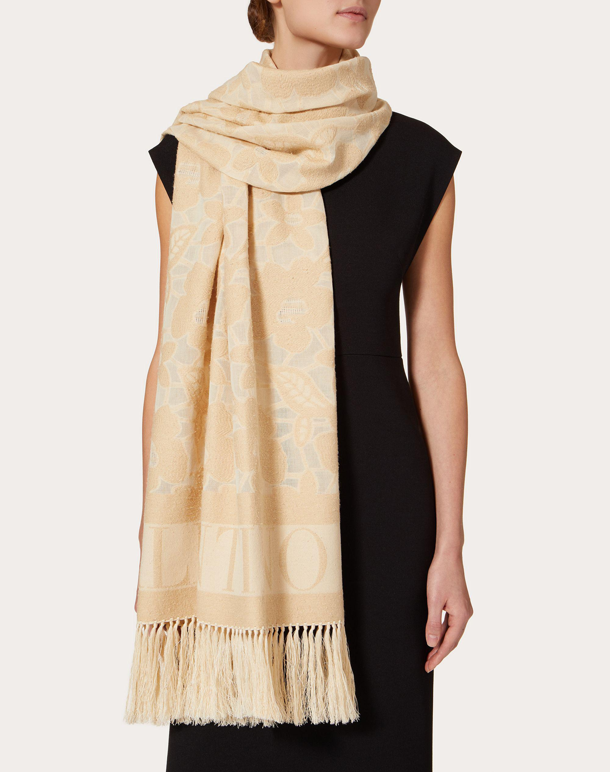 Cotton and silk stole with floral jacquard design 70x200 cm / 27.6x78.7 in. 3