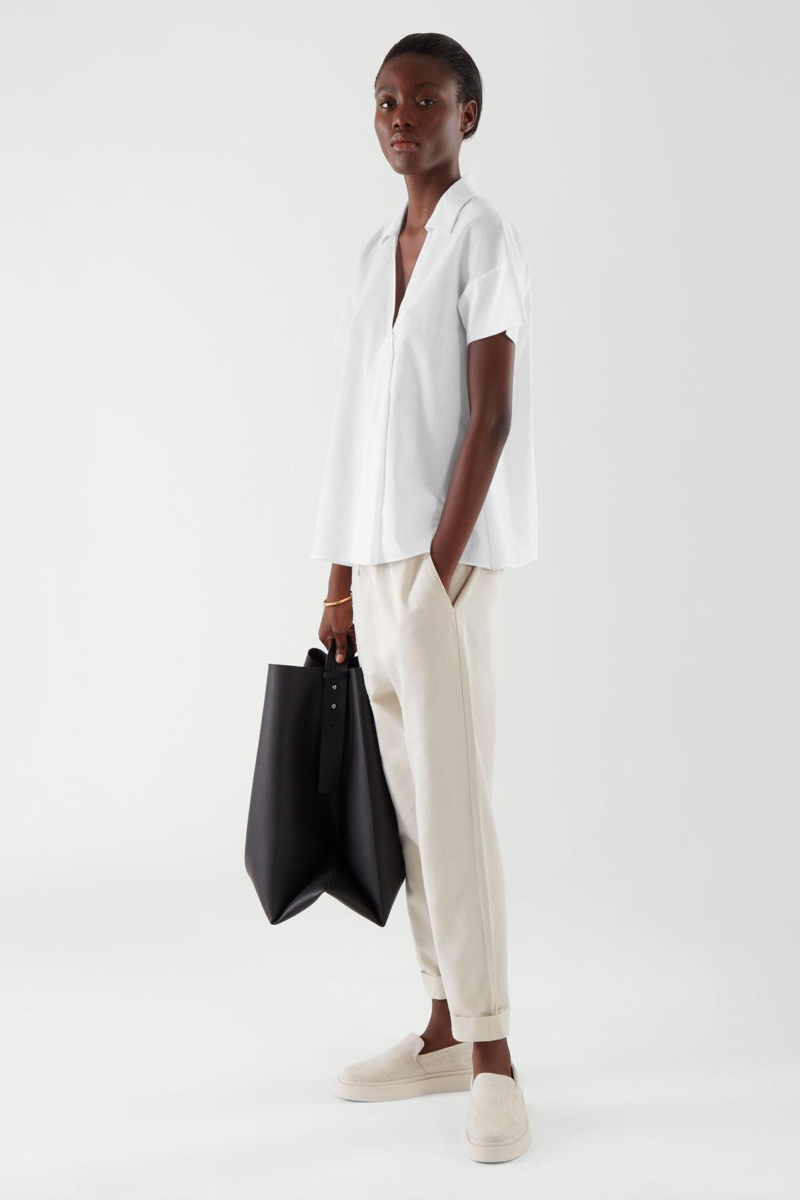 SHORT-SLEEVED TOP WITH PLEAT