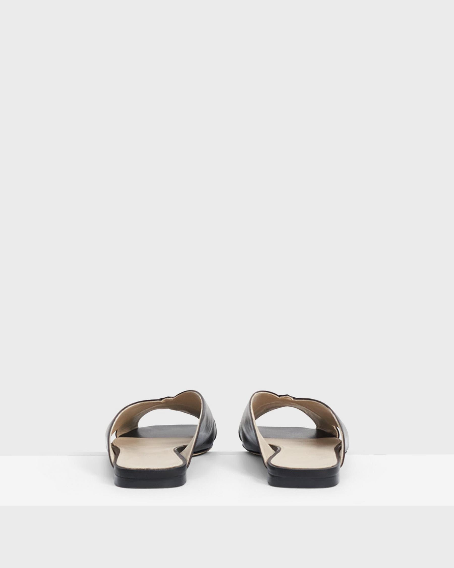V Flat Mule in Leather 1