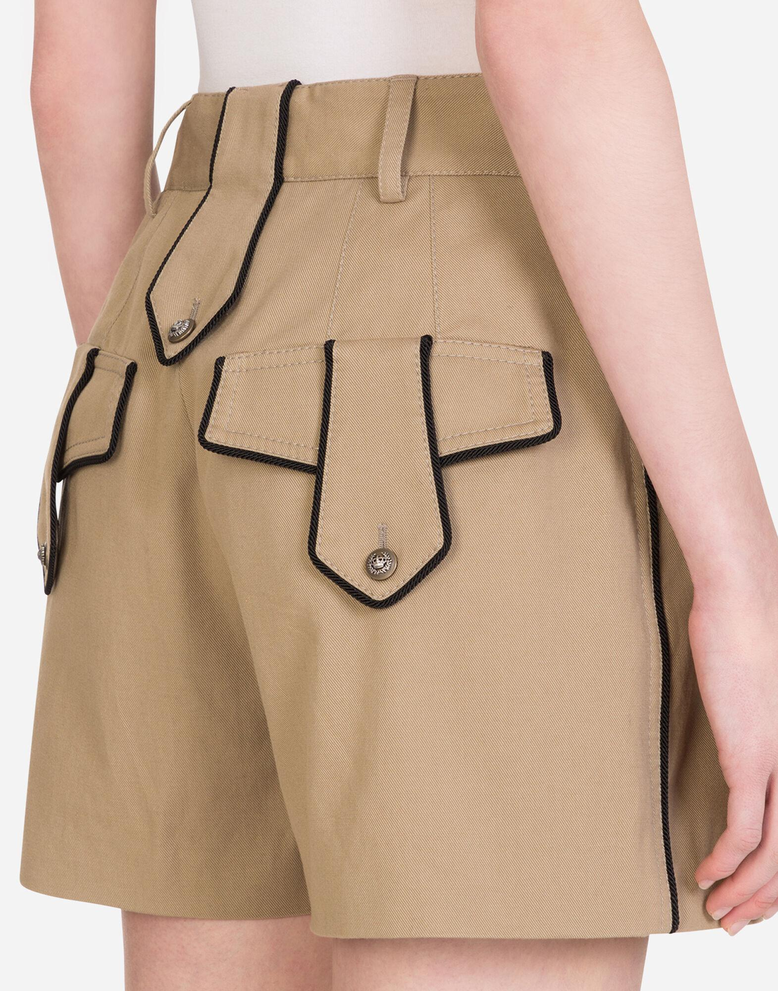 Drill shorts with military details 2