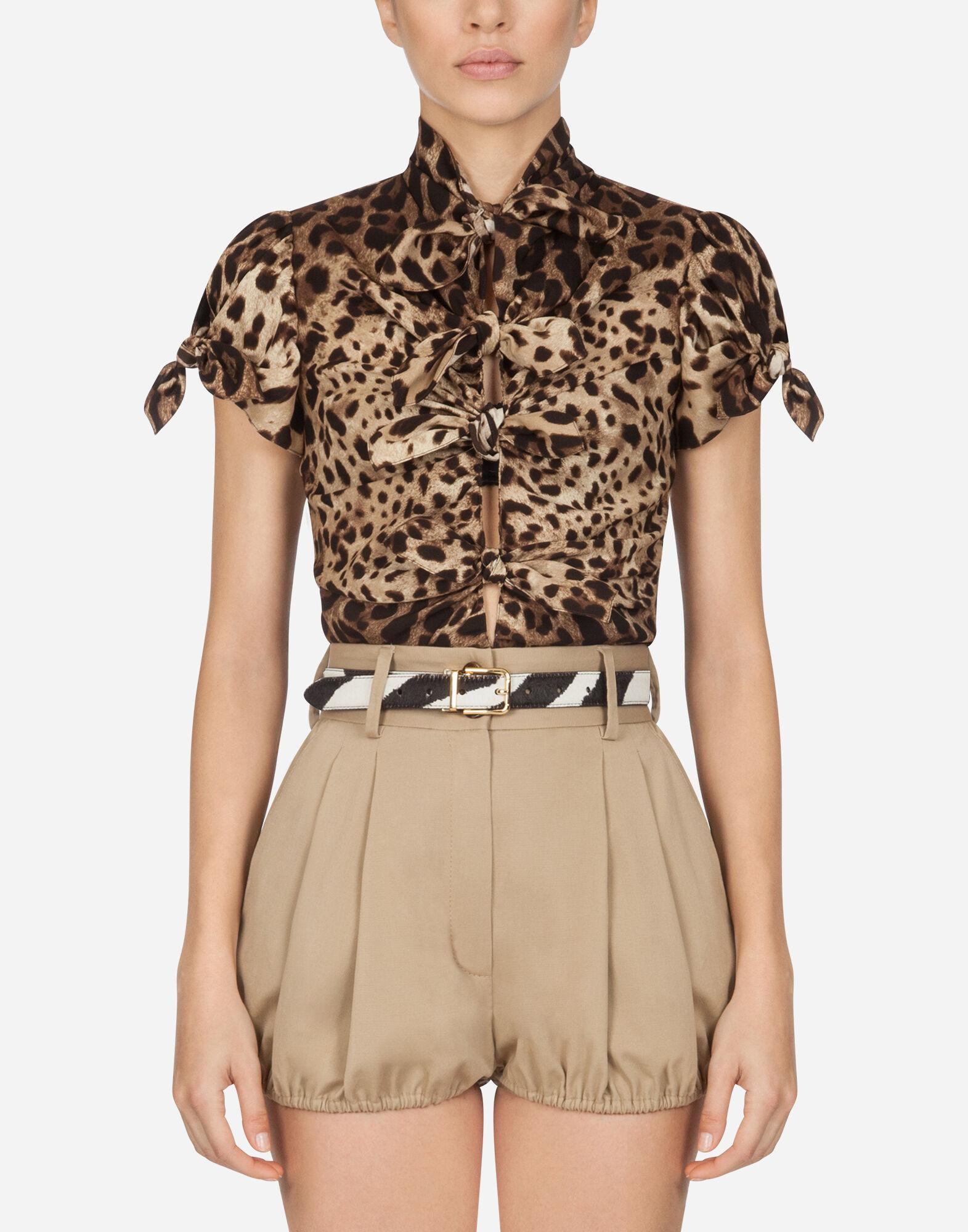 Top in charmeuse with leopard print