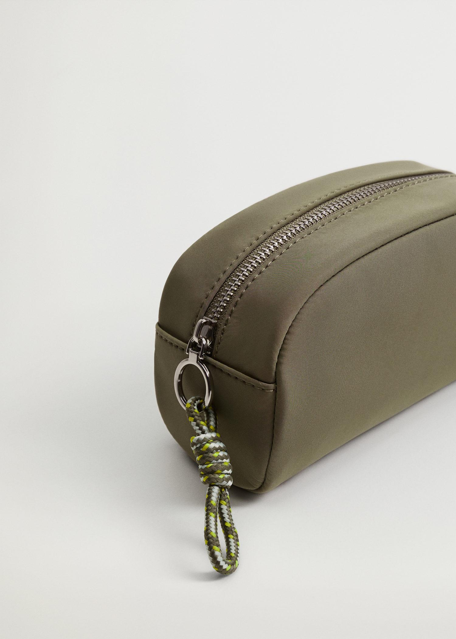 Quilted cosmetic bag with knot 1