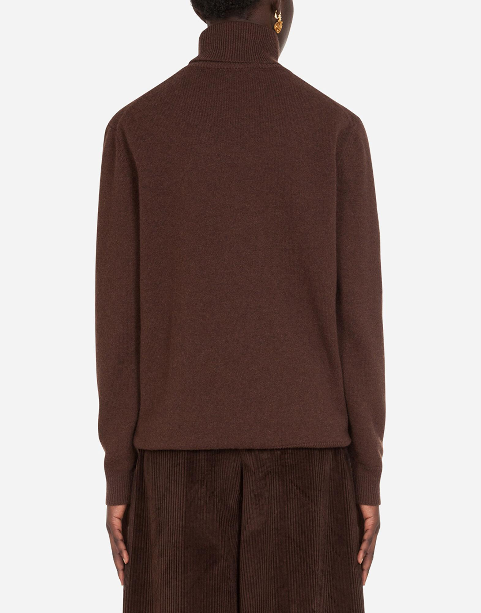 High neck sweater in cashmere 2