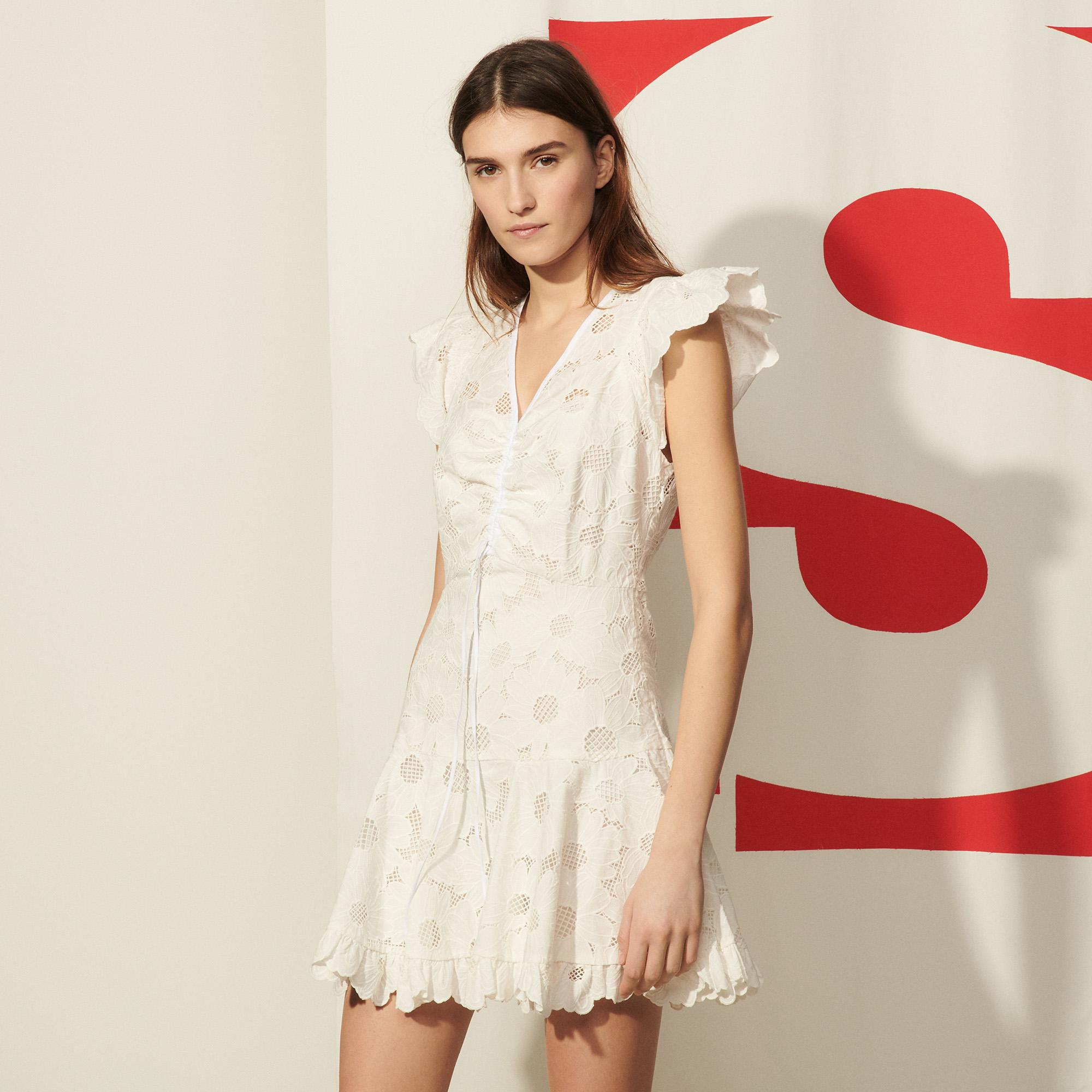 Short lace dress with embroidery