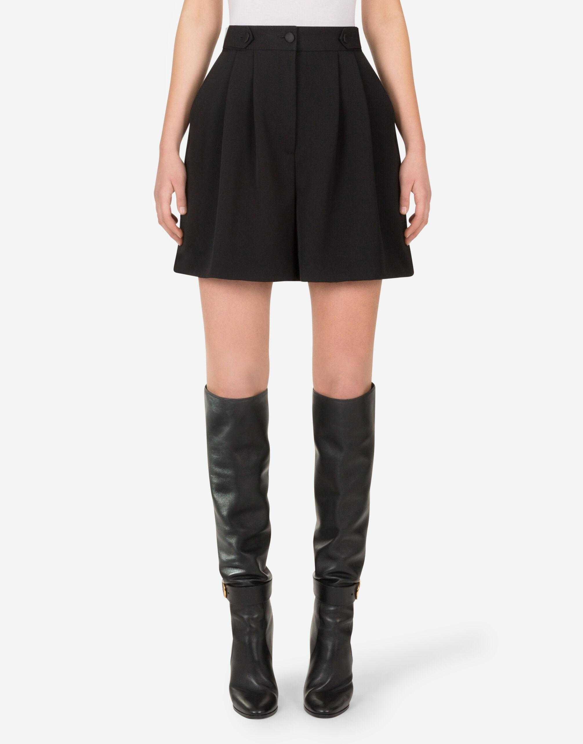 Woolen shorts with tabs