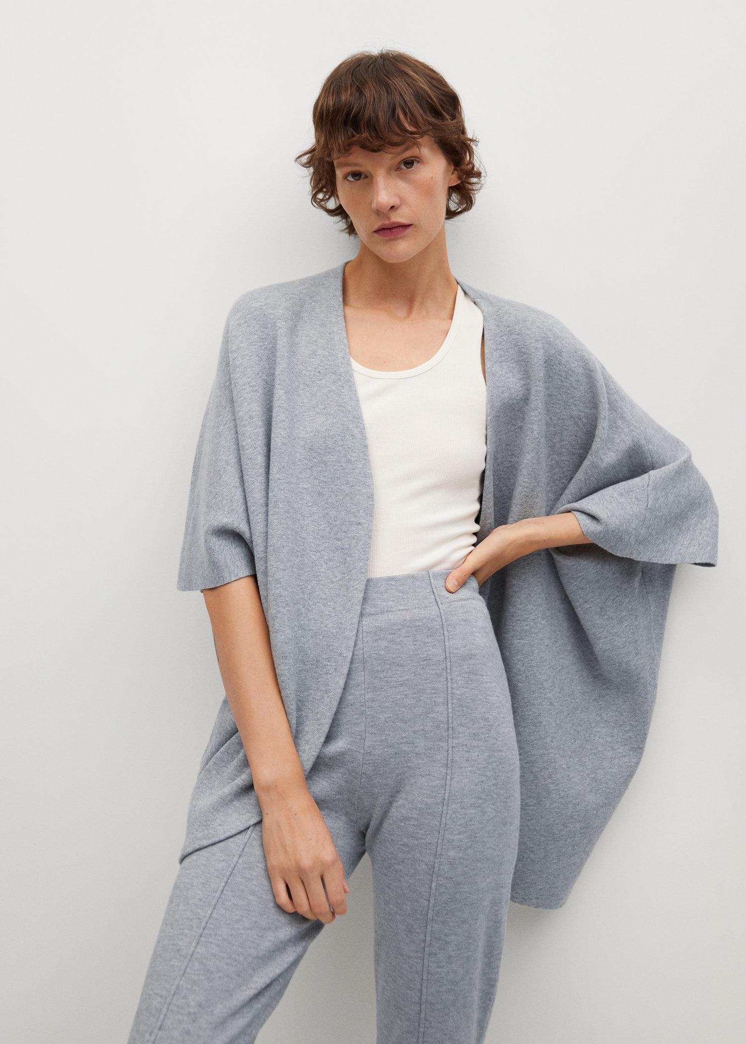 Oversized knitted cape