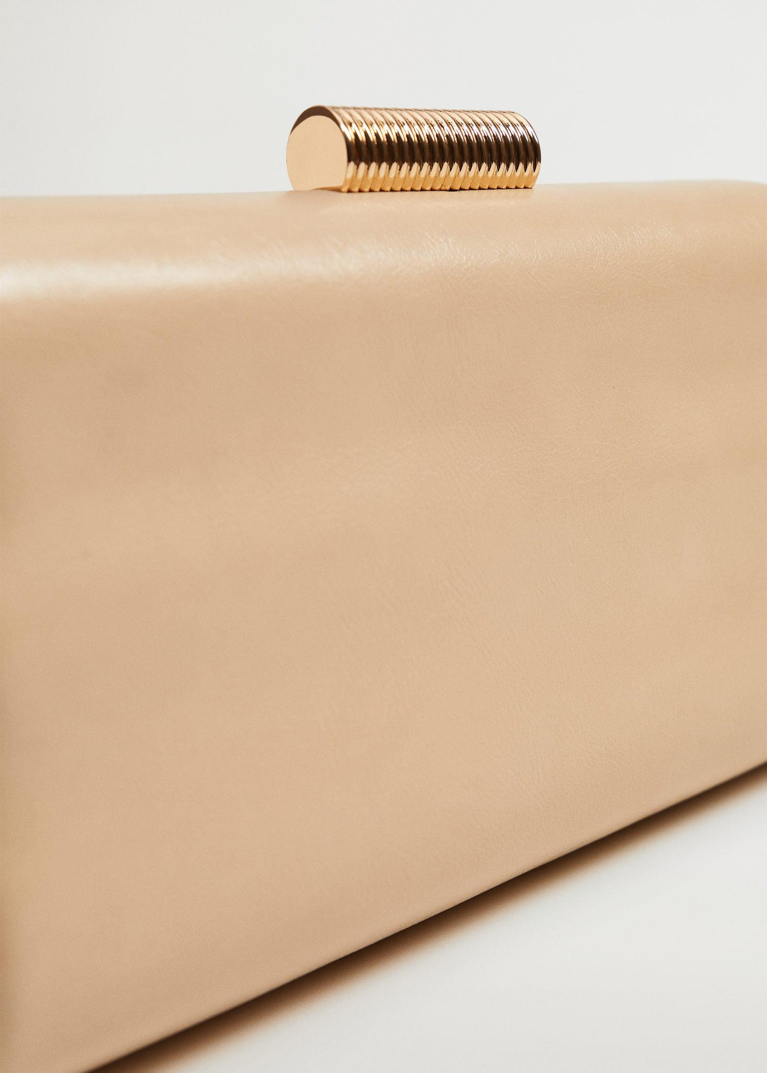 Box clutch with chain 3