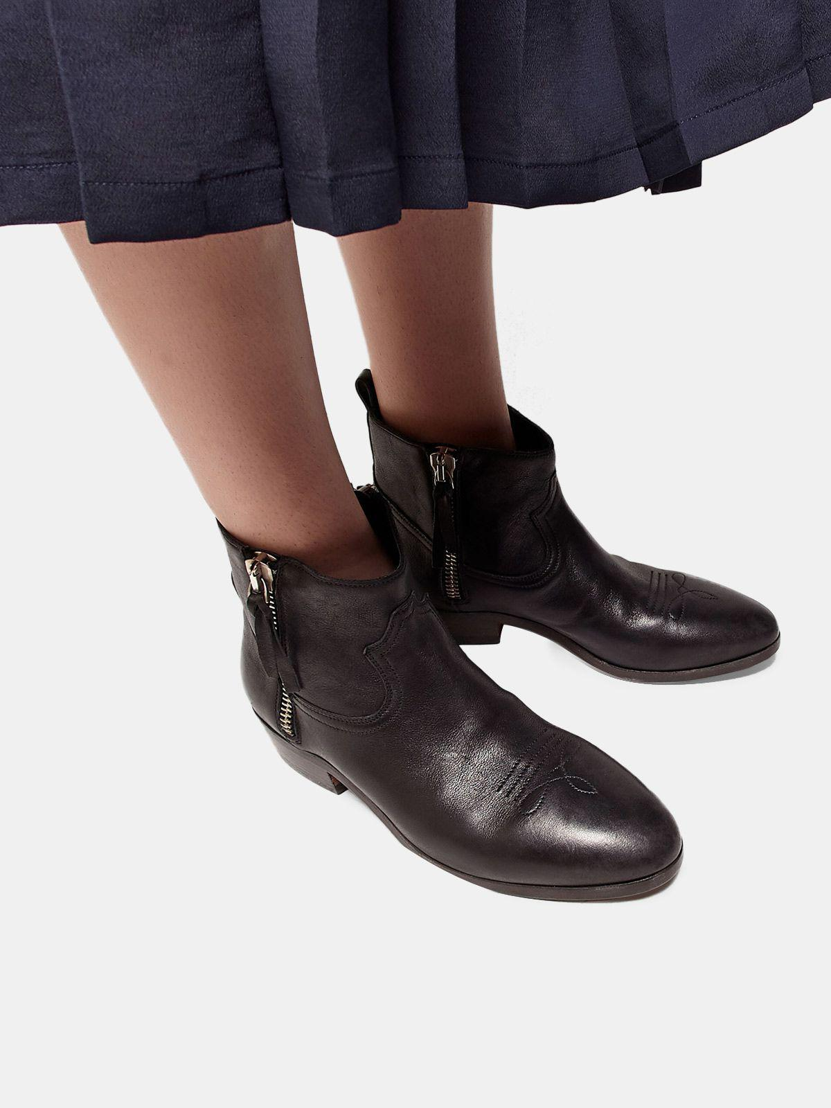 Viand ankle boots in leather with cowboy-style decoration 4