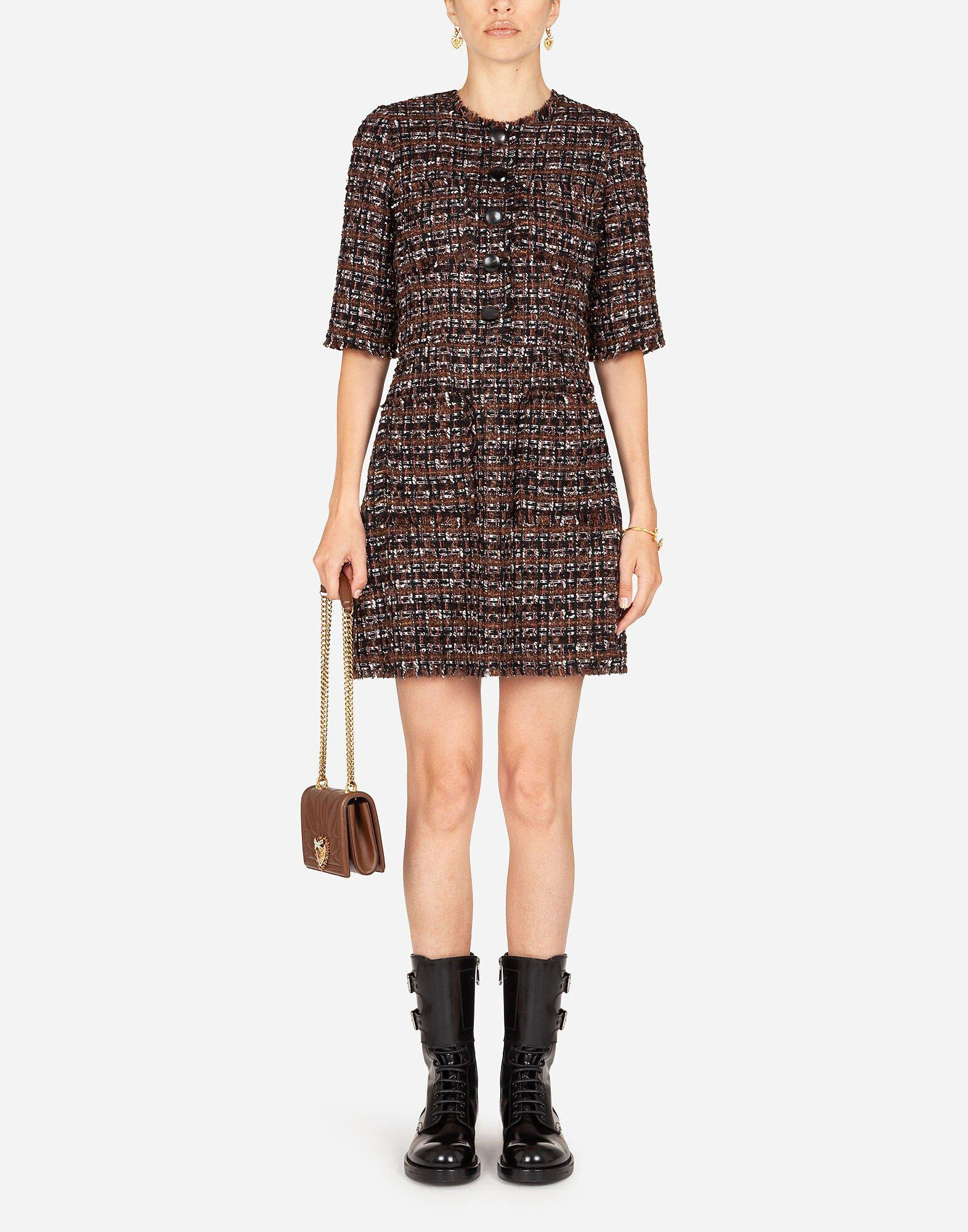 Short dress in tweed with horn buttons