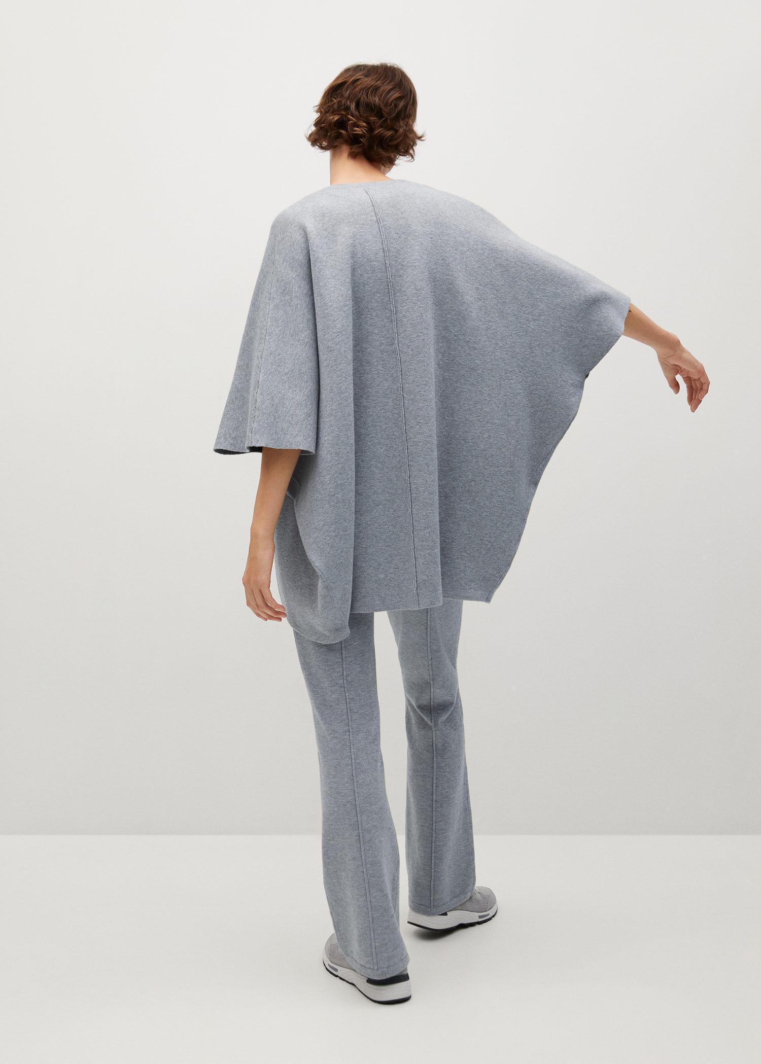 Oversized knitted cape 2