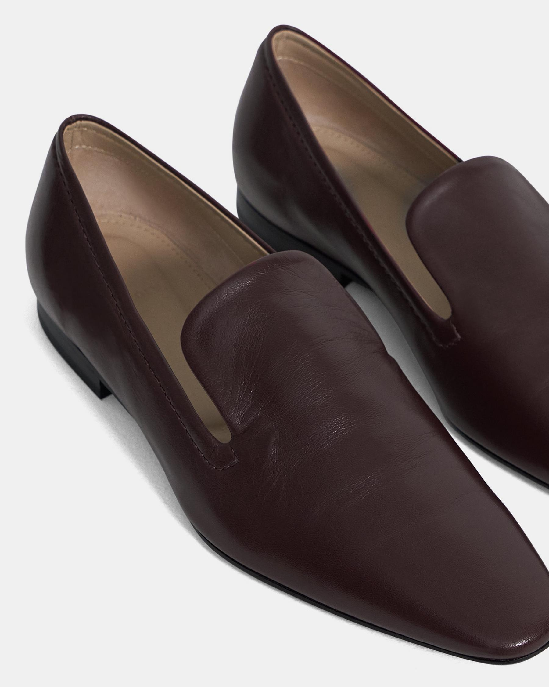 Pointed Loafer in Leather 4