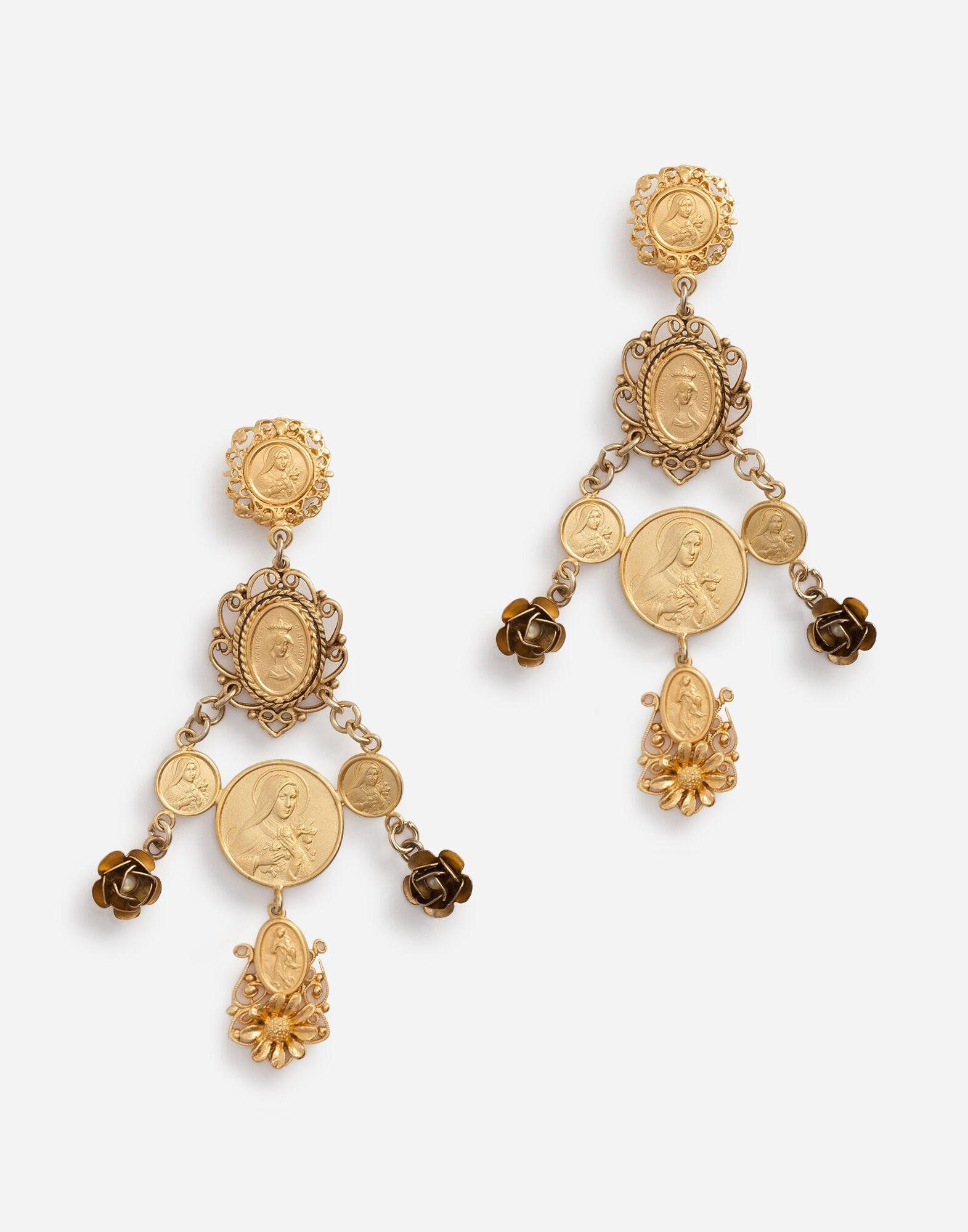Pendant earrings with votive decorations and small roses