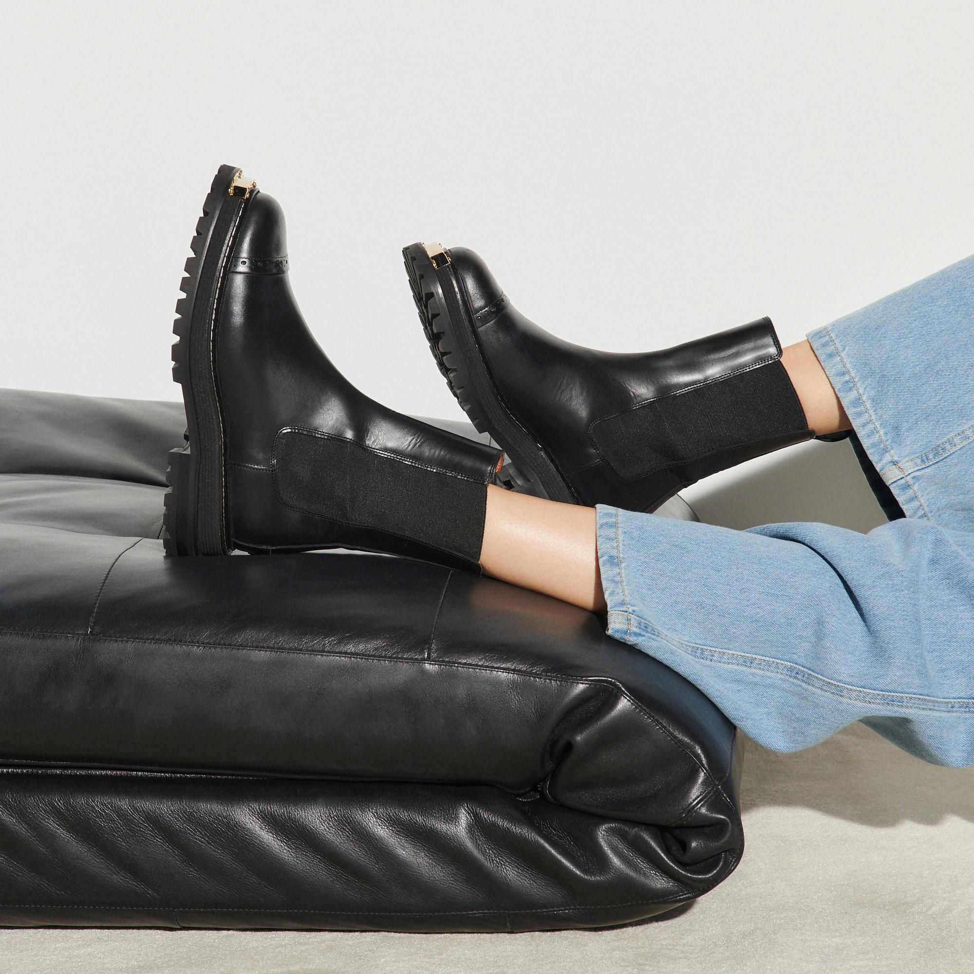 Ankle boots with notched sole 4