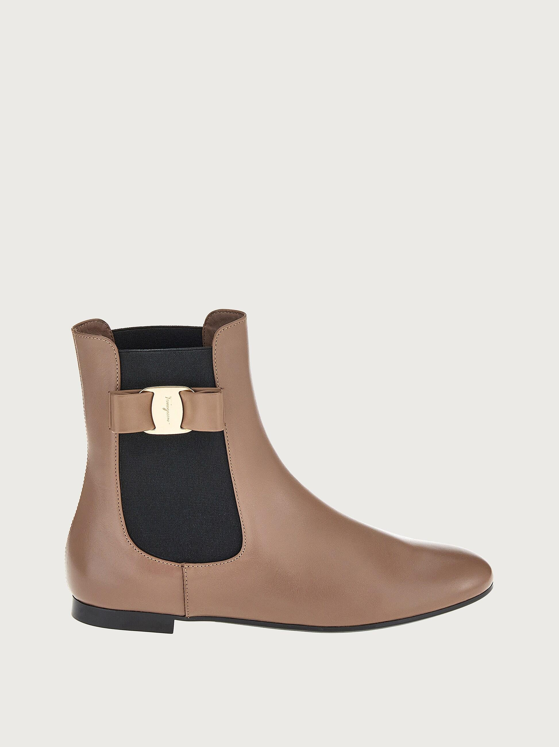 CHELSEA BOOT WITH VARA BOW