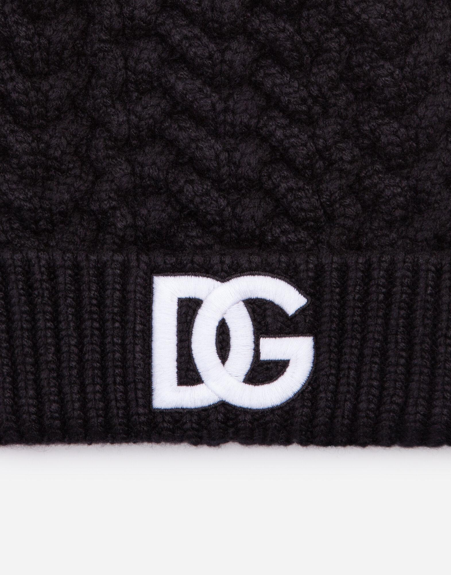 Wool hat with logo embroidery 2