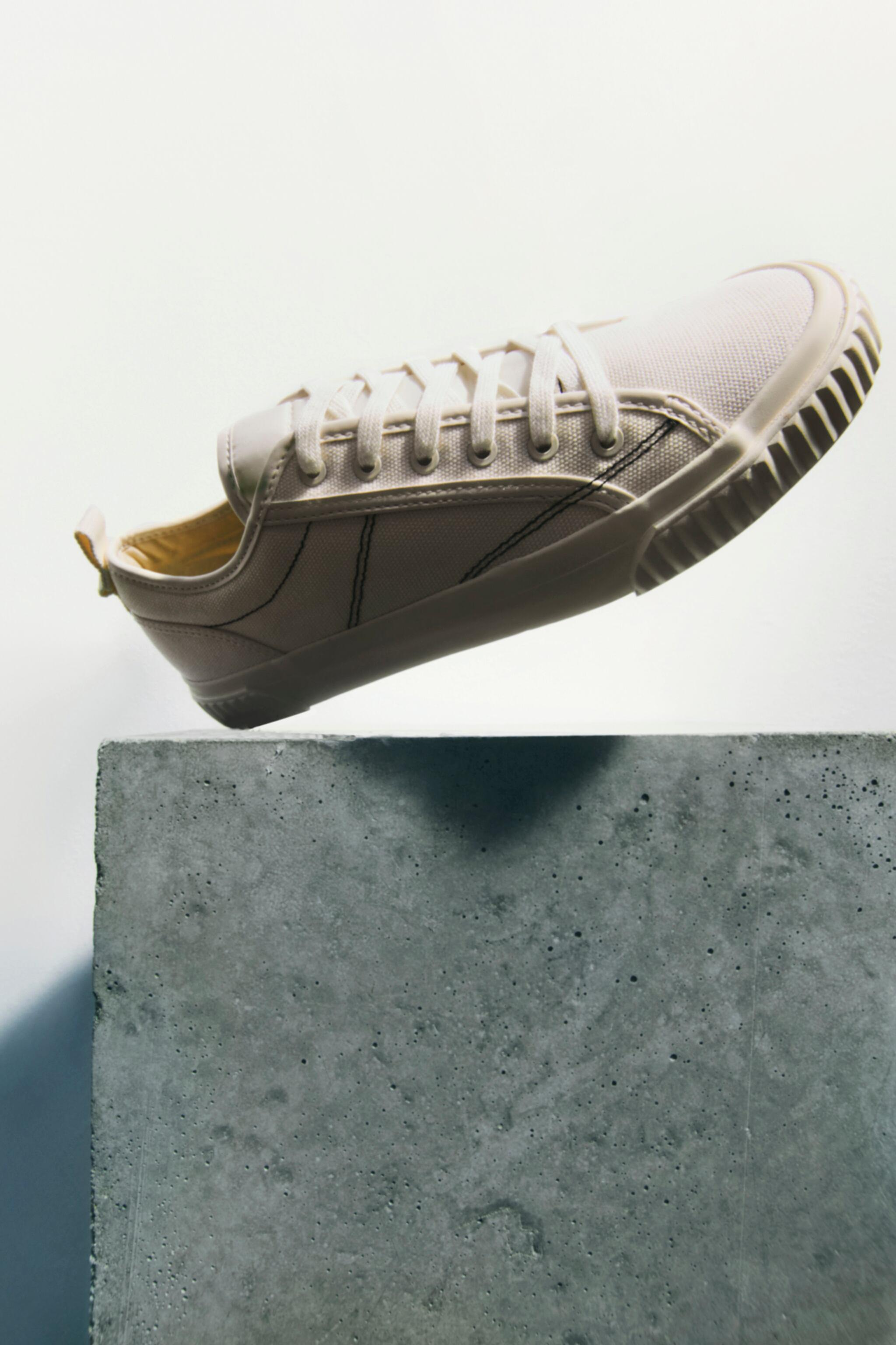 CANVAS SNEAKERS 1