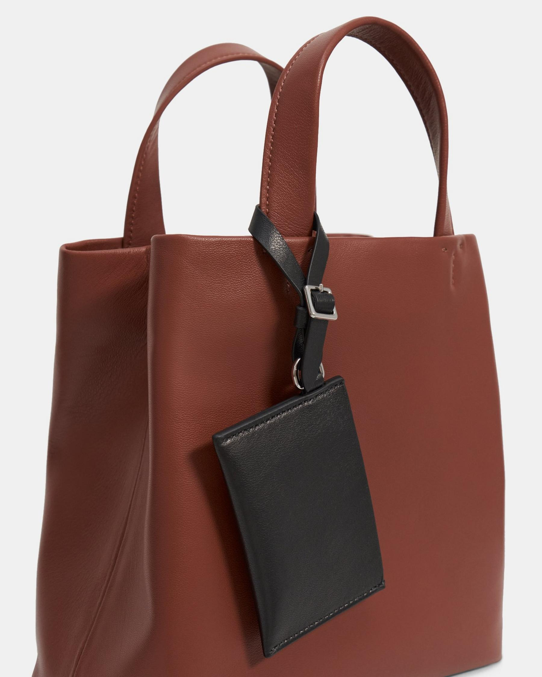 Small Simple Tote in Leather 2