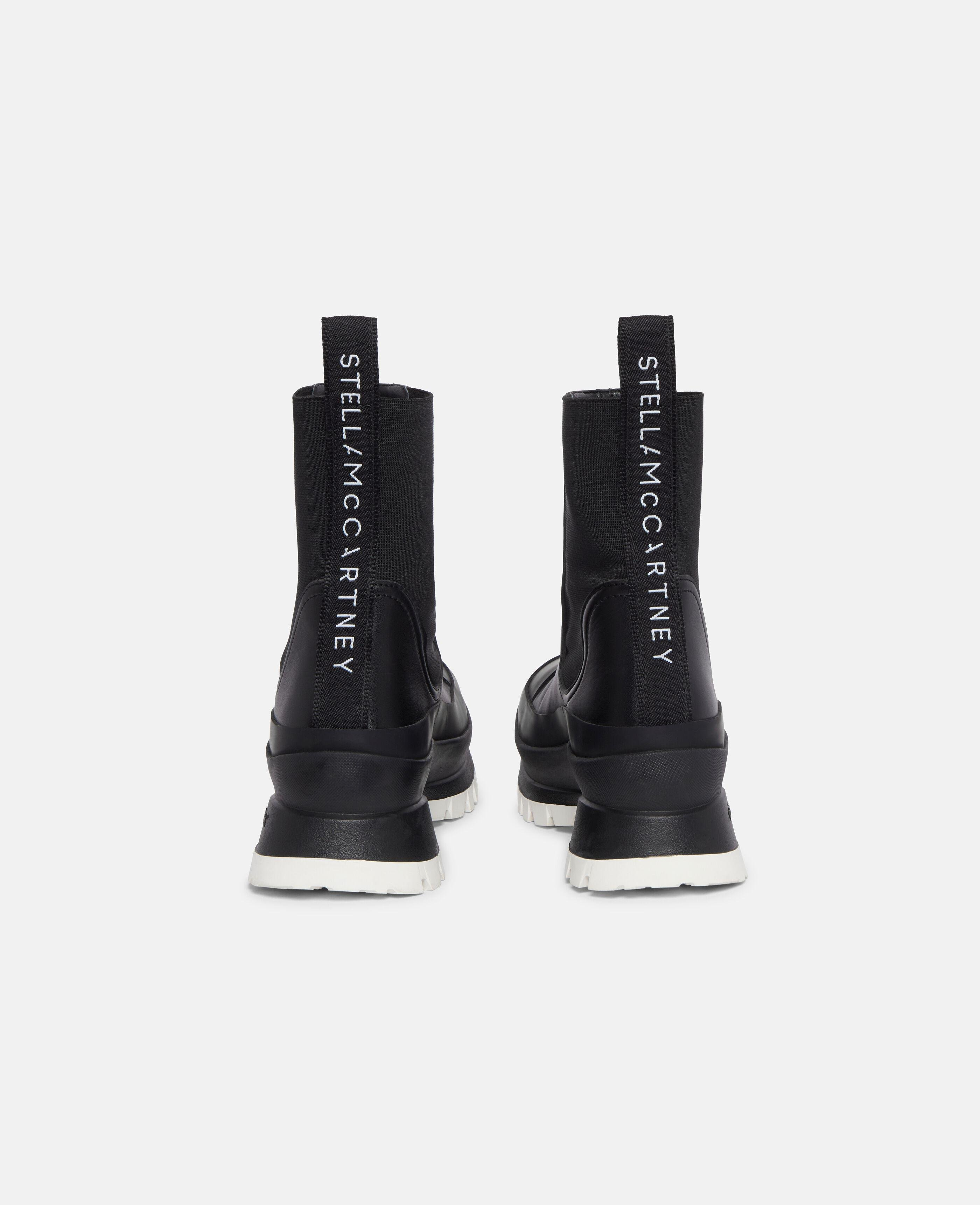 Trace Chelsea Boots 2